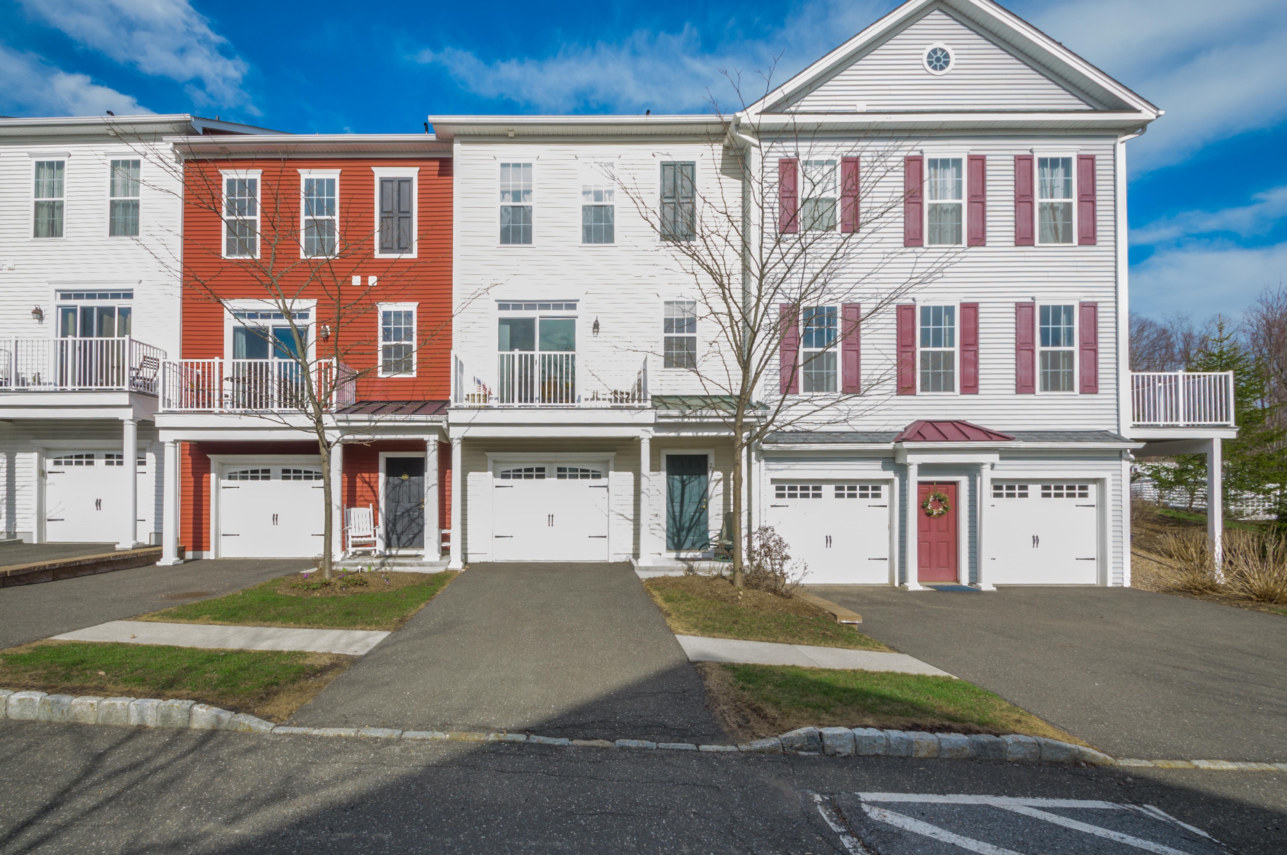 Residência urbana para Venda às Great Value in Rivington Hills 22 Brinscall Court 22 Danbury, Connecticut 06810 Estados Unidos