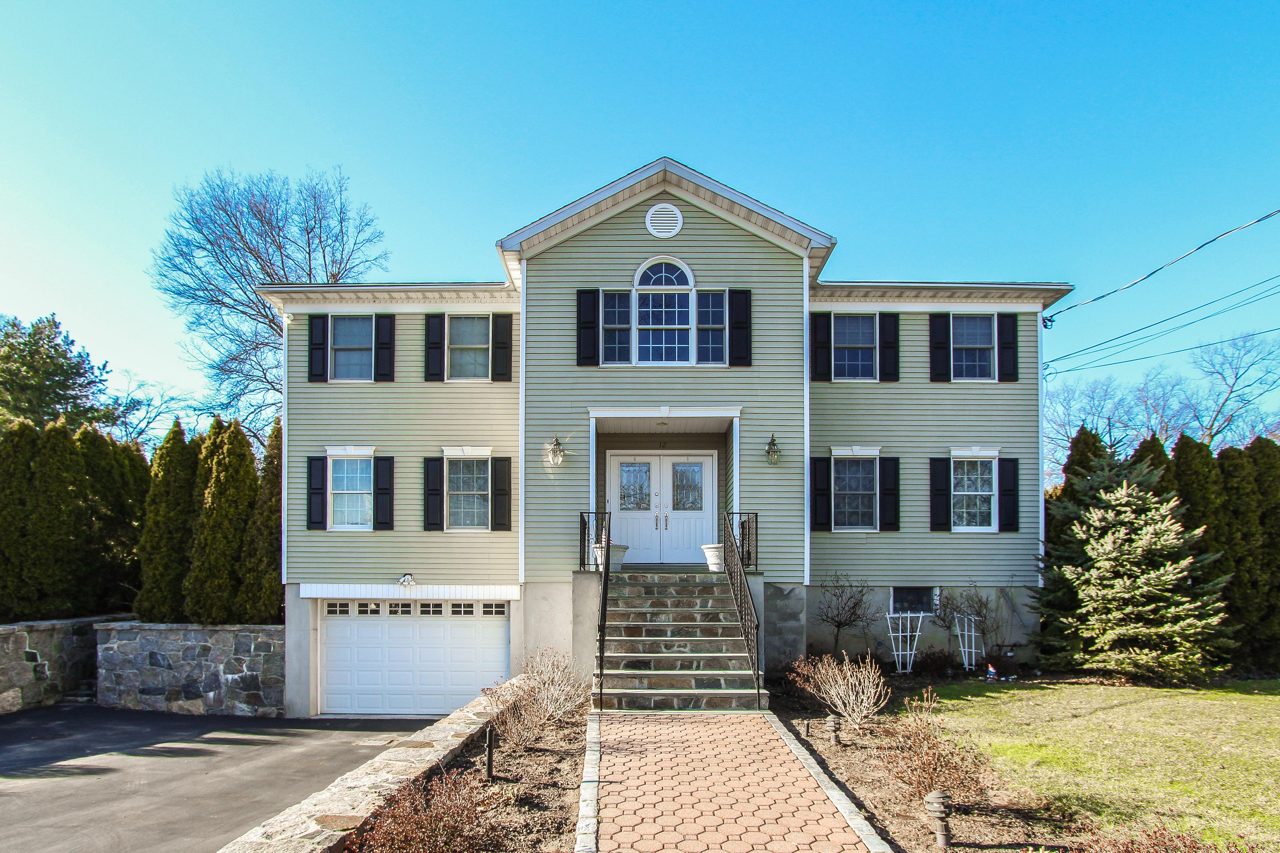 独户住宅 为 销售 在 Truly Spectacular Colonial 12 Adelphi Avenue 哈里森, 纽约州, 10528 美国