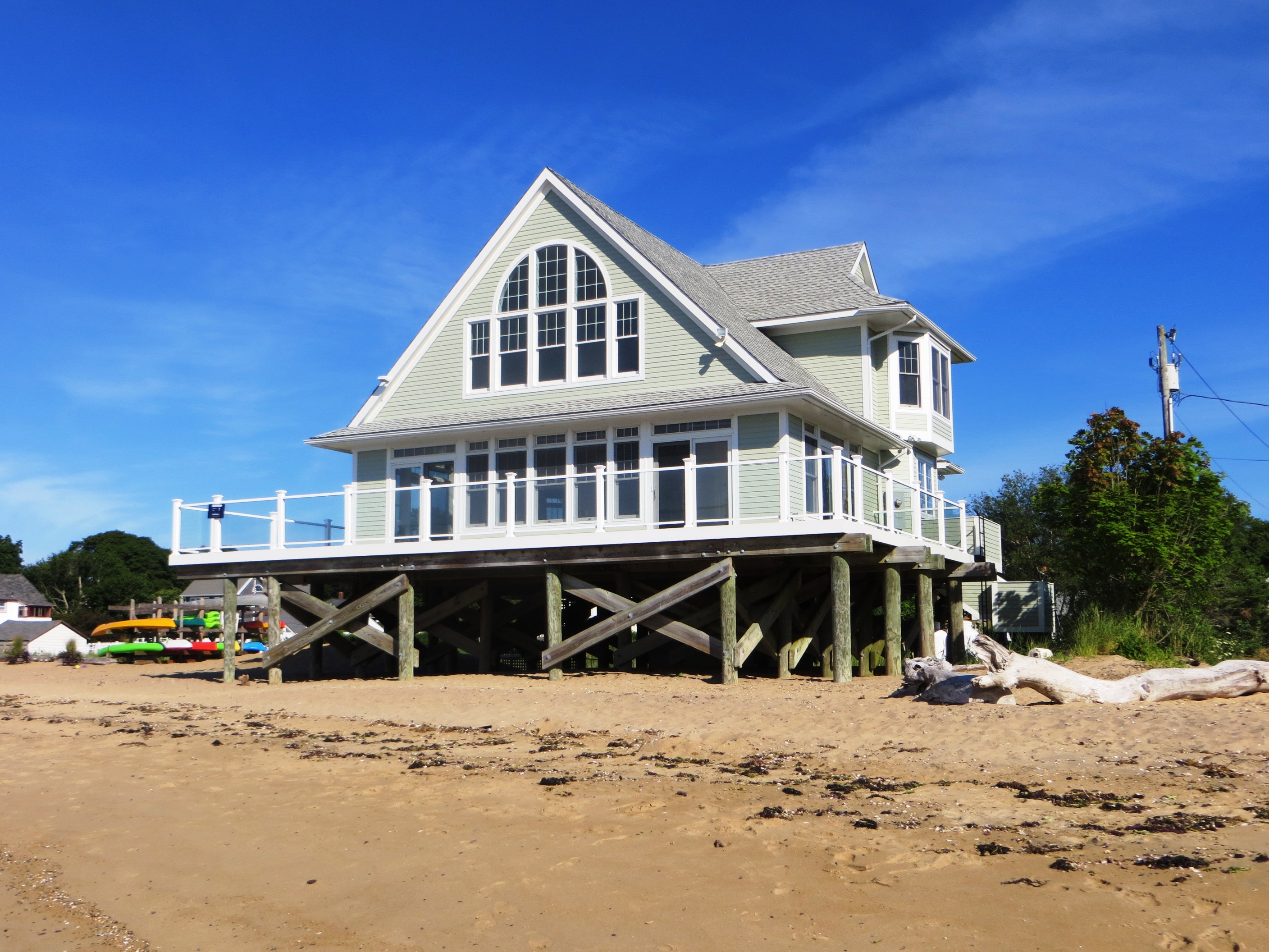 Vivienda unifamiliar por un Venta en Sandy Beachfront! 156 Kelsey Pl Madison, Connecticut 06443 Estados Unidos