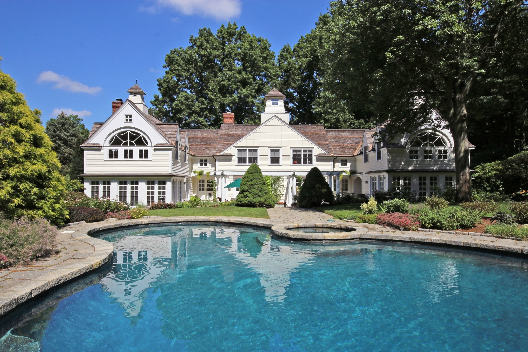 Maison unifamiliale pour l Vente à EXQUISITE COUNTRY ESTATE 445 Old Academy Road Fairfield, Connecticut, 06824 États-Unis