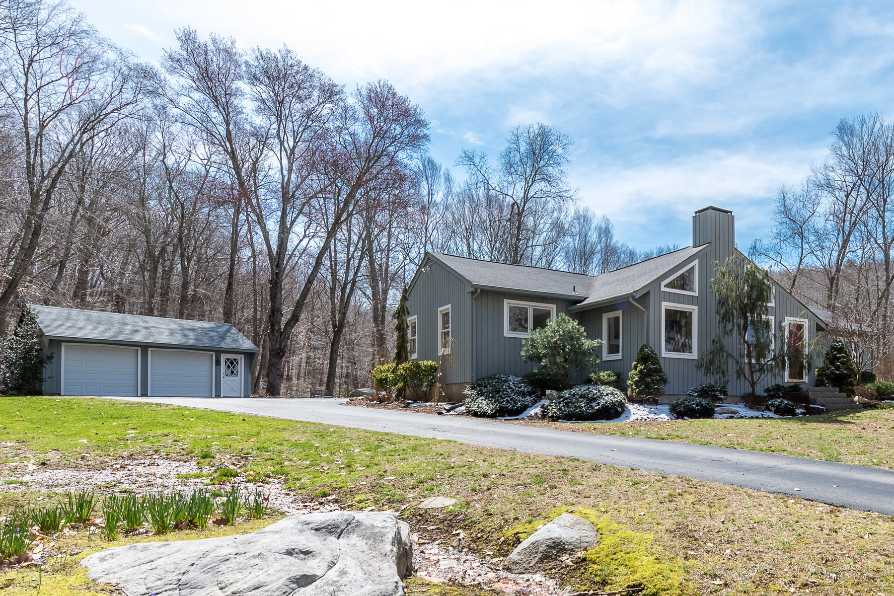 Single Family Home for Sale at Park-Like Setting in Desirable River Road 16 River Rd Deep River, Connecticut, 06417 United States