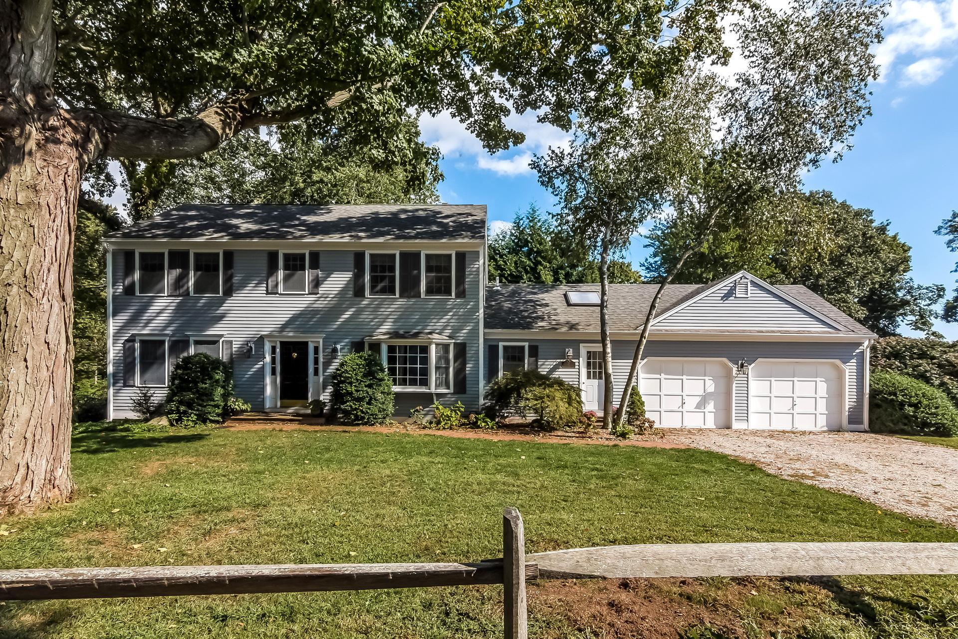Maison unifamiliale pour l Vente à 27 Hotchkiss Ln Madison, Connecticut, 06443 États-Unis