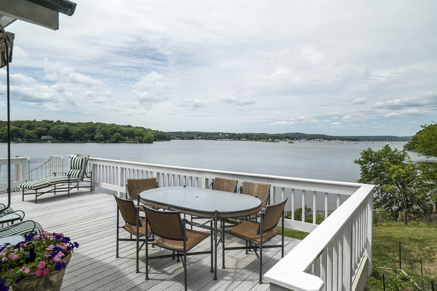 Maison unifamiliale pour l Vente à Awe-Inspiring, Jaw Dropping Views! 32 Hemlock Dr Essex, Connecticut 06426 États-Unis