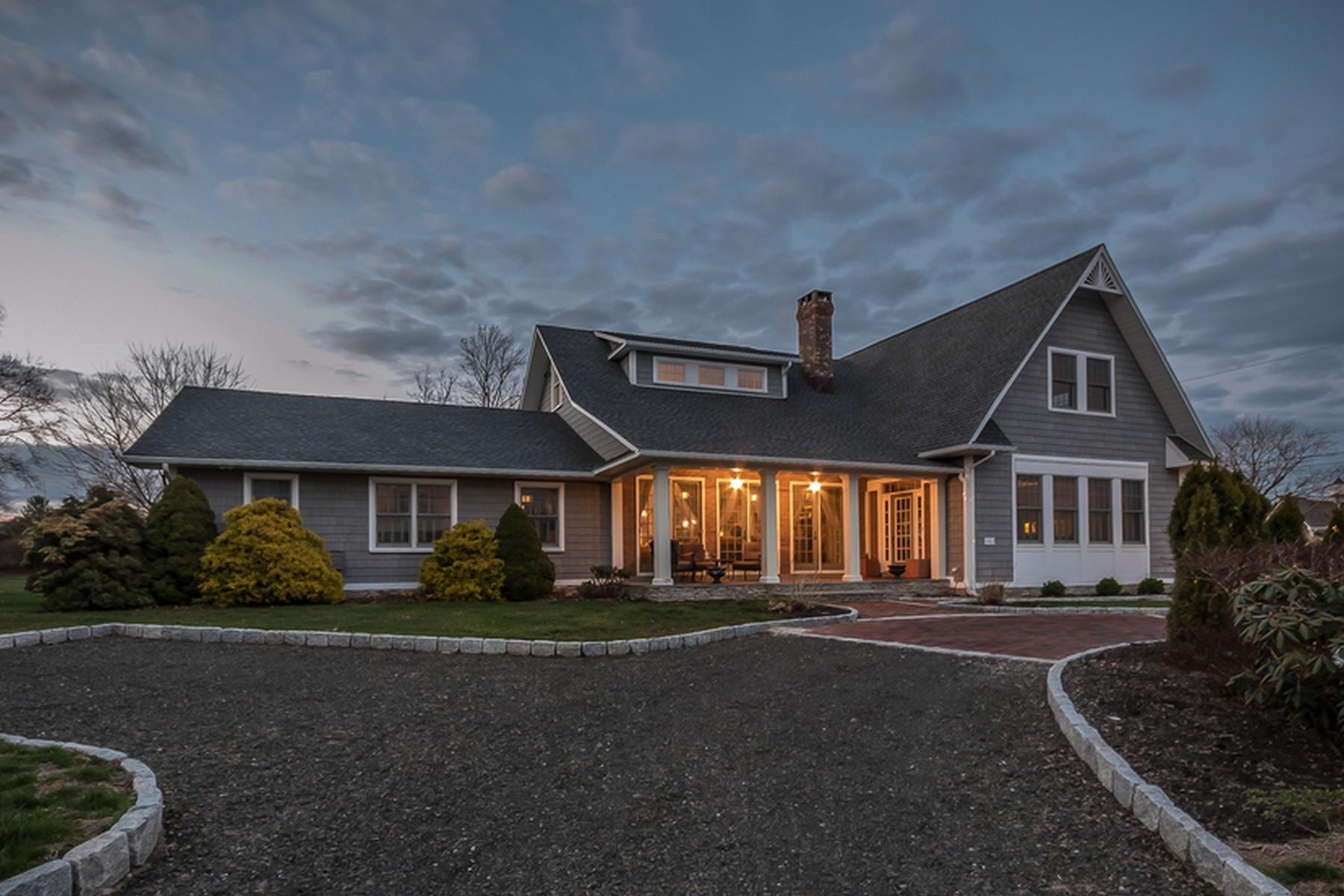 단독 가정 주택 용 매매 에 Lordship Nantucket Inspired Home 140 Bayview Boulevard Stratford, 코네티컷 06615 미국