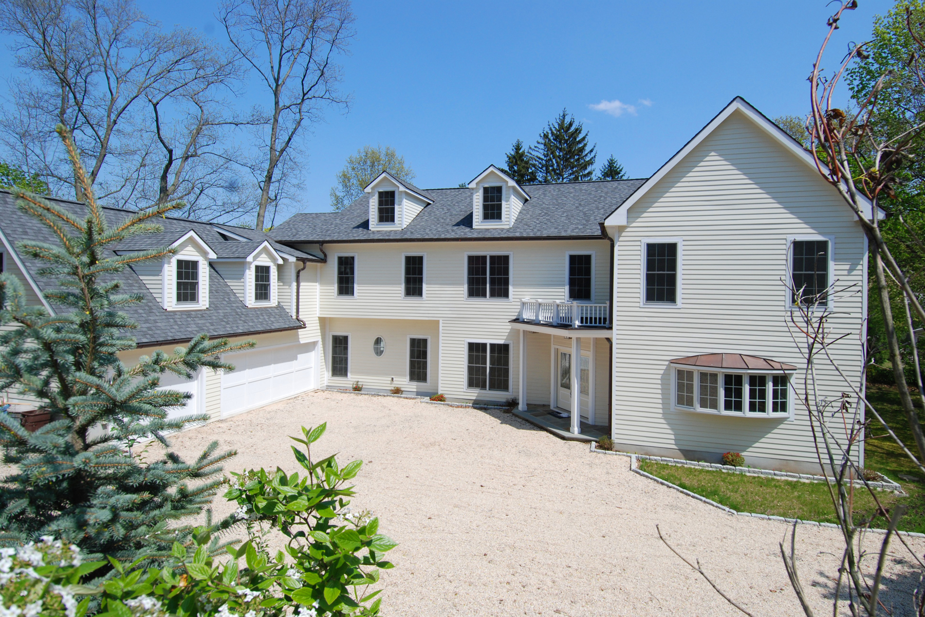 sales property at Larchmont Gardens Colonial