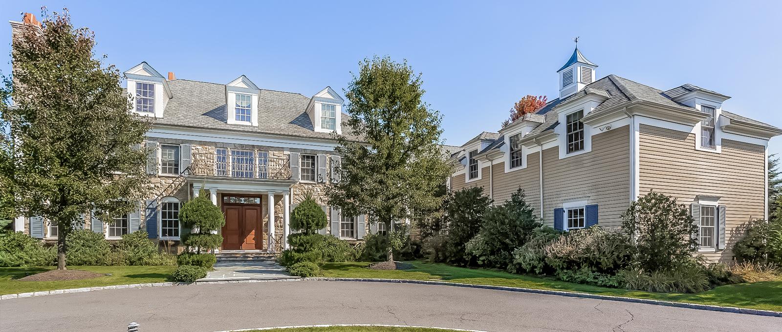 Casa para uma família para Venda às Magnificent Stone Colonial 1 Katsura Drive Purchase, Nova York 10577 Estados Unidos