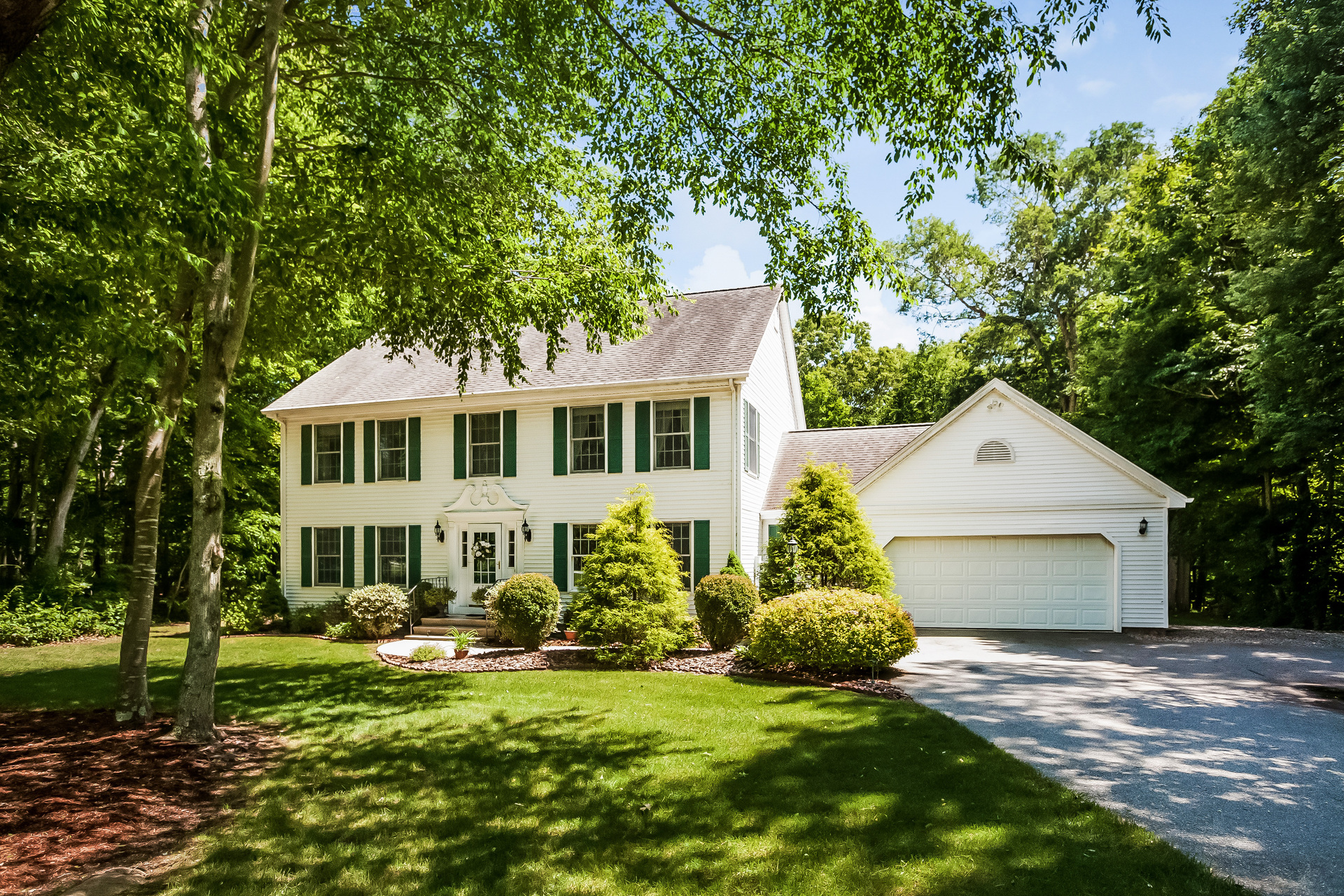 Single Family Home for Sale at Lovely Colonial 11 Eska Drive Ledyard, Connecticut 06339 United States