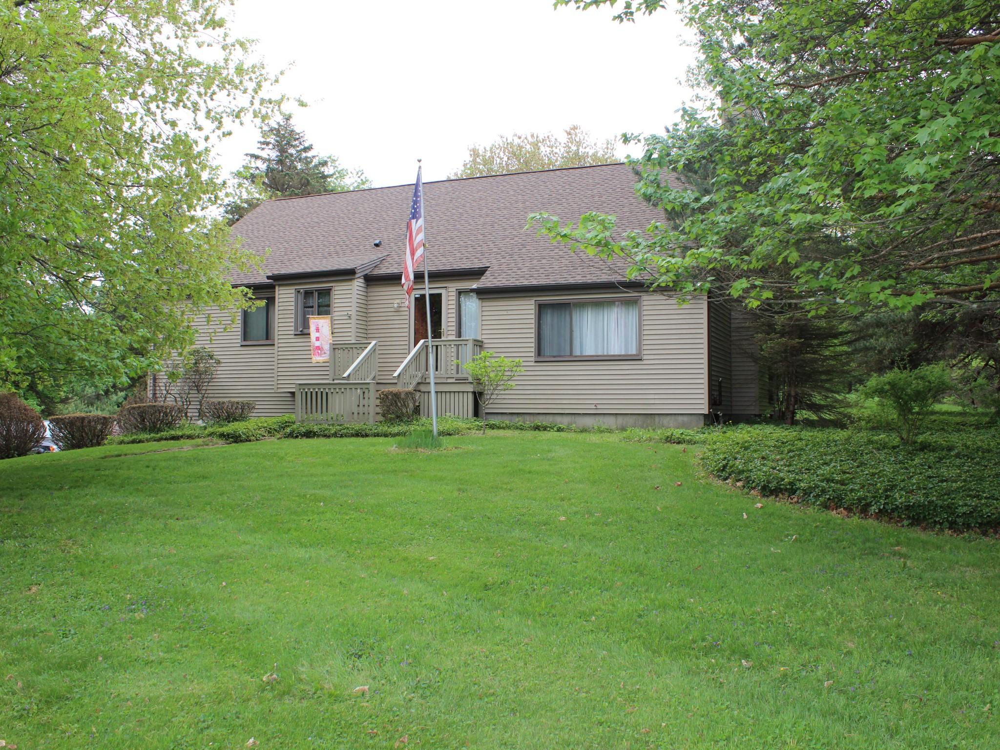 Casa Unifamiliar por un Venta en Morris Country Cape 315 Lakeside Rd Morris, Connecticut 06763 Estados Unidos