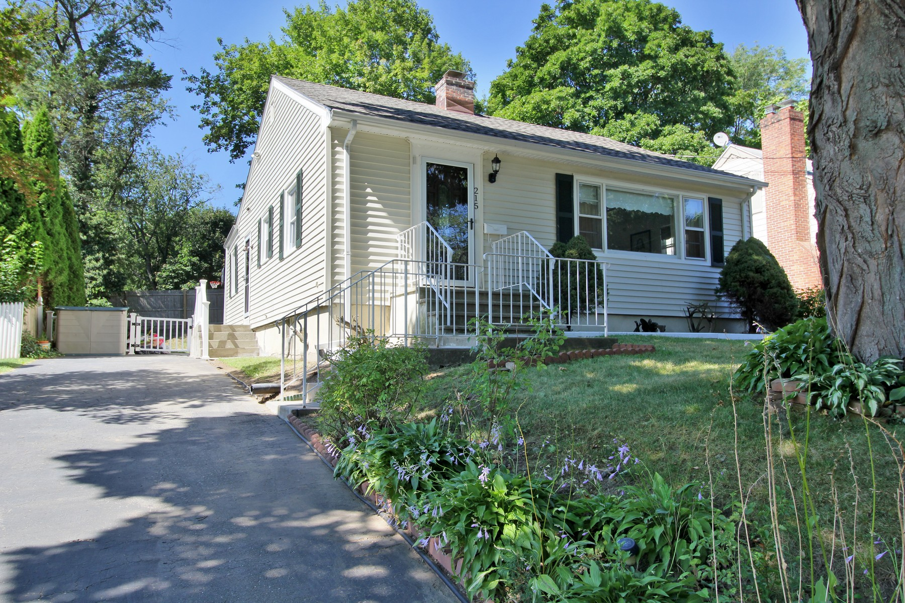 Property For Sale at Move-in Ready, Well Maintained Home on a Stratfield Cul-de-Sac