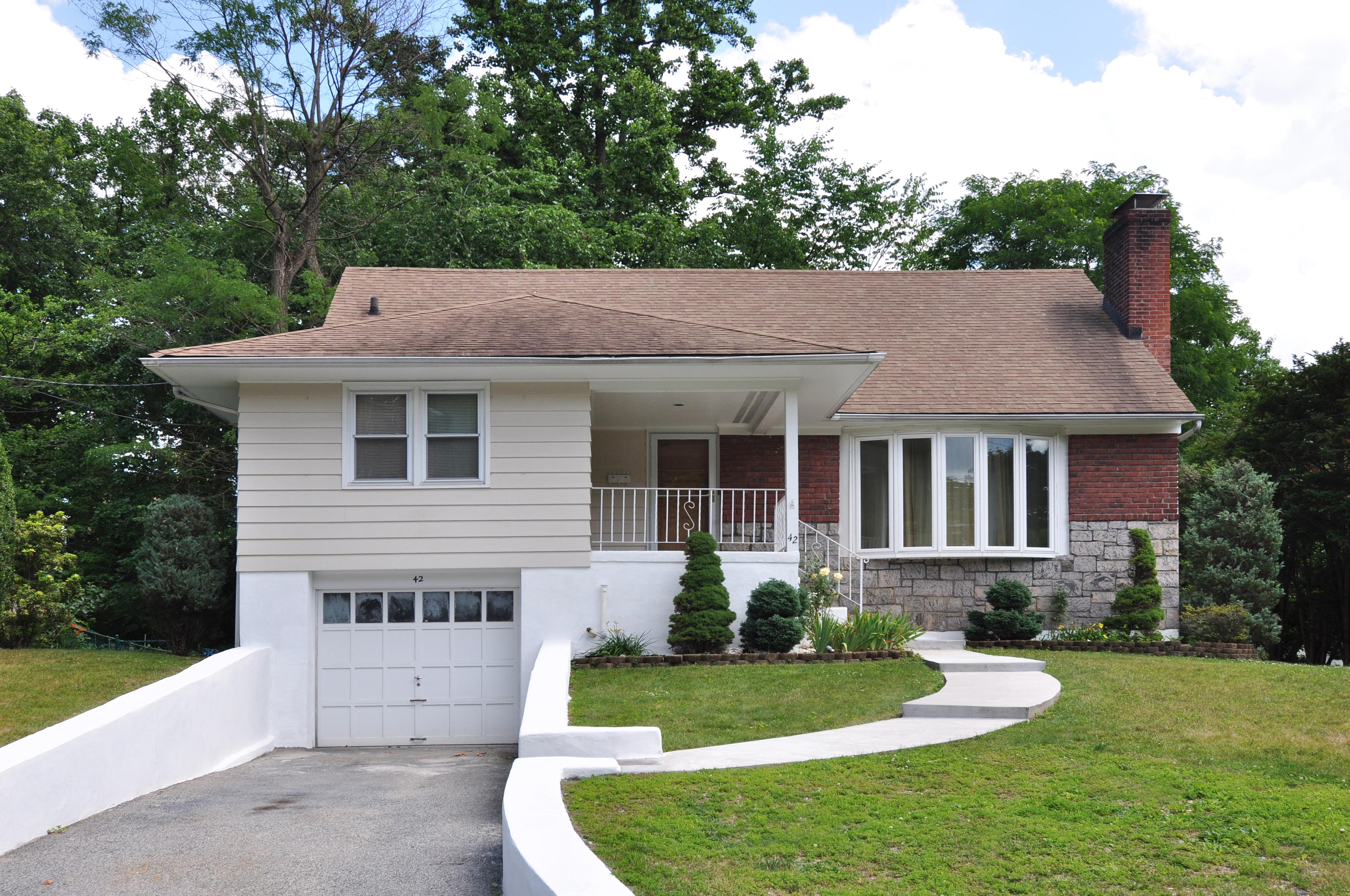 Einfamilienhaus für Verkauf beim Bryn Mawr Knolls Beauty 42 Bobolink Road Yonkers, New York, 10701 Vereinigte Staaten