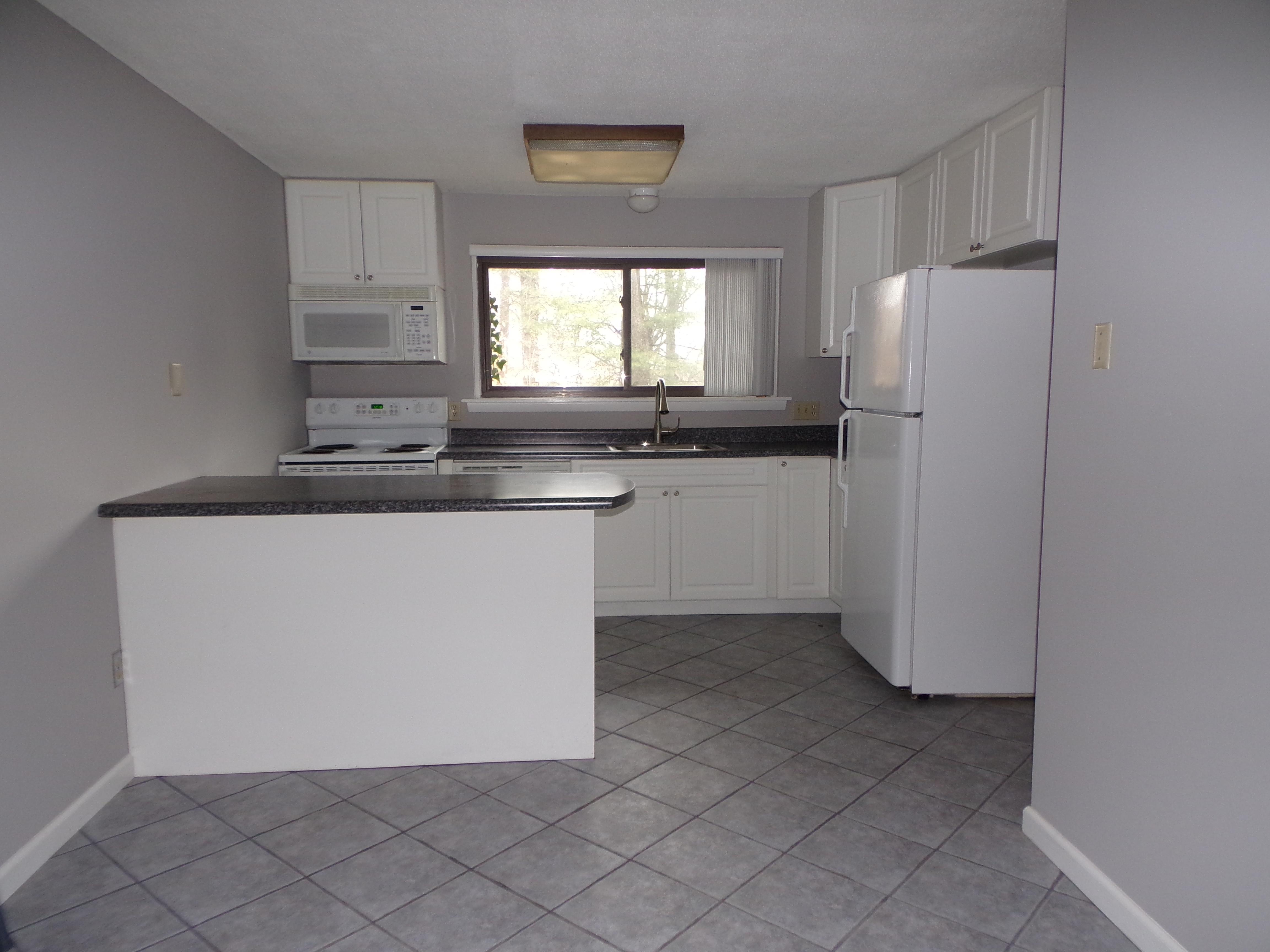 共管式独立产权公寓 为 销售 在 Bright, Open and Just Remodeled 29 Conestoga Way 29 Glastonbury, 康涅狄格州, 06033 美国