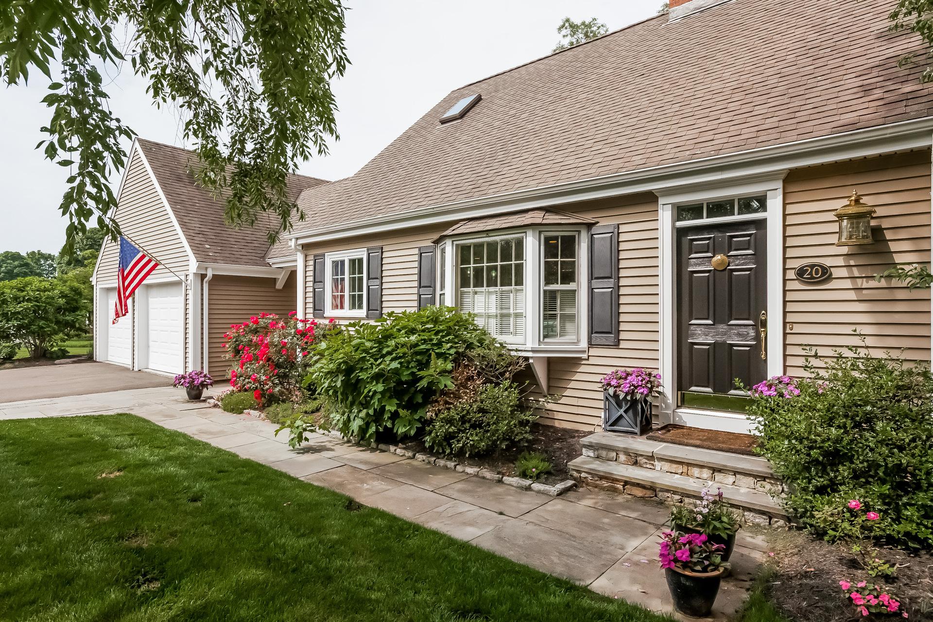 独户住宅 为 销售 在 20 Cromwell Ct Old Saybrook, 康涅狄格州 06475 美国