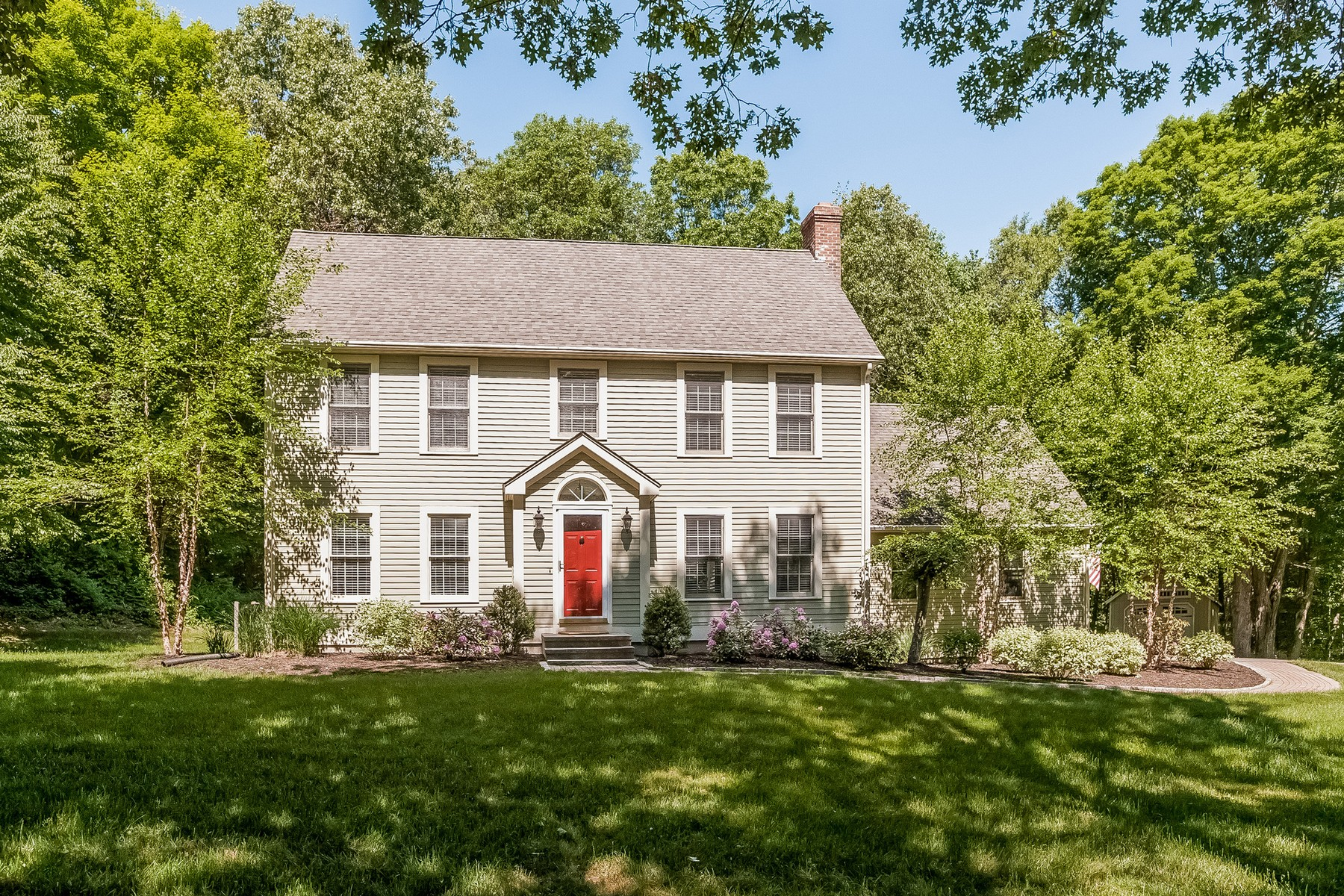 Single Family Home for Sale at Beautifully Maintained Colonial 7 Lords Meadow Ln Old Lyme, Connecticut 06371 United States