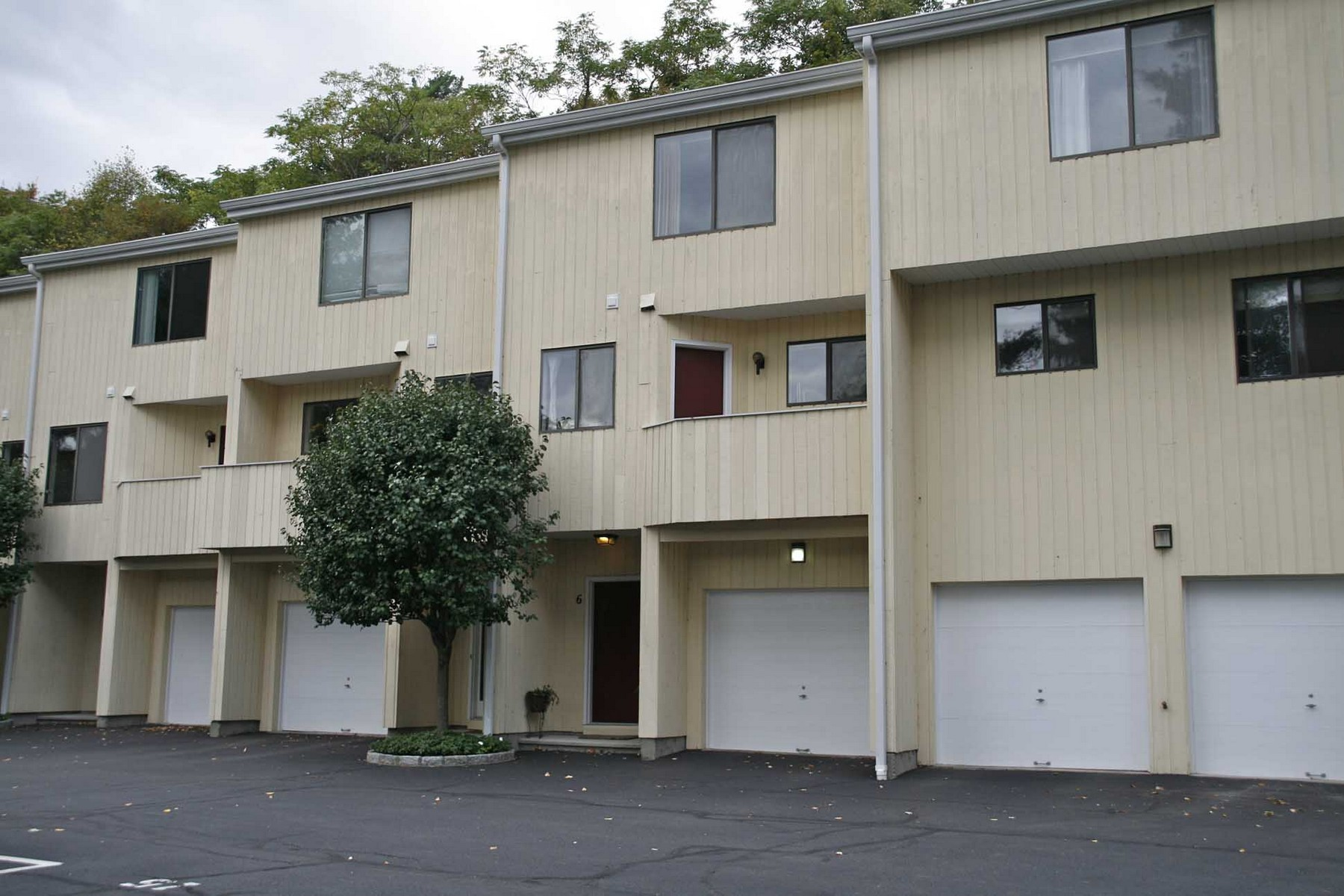 rentals property at Tri-Level Townhouse