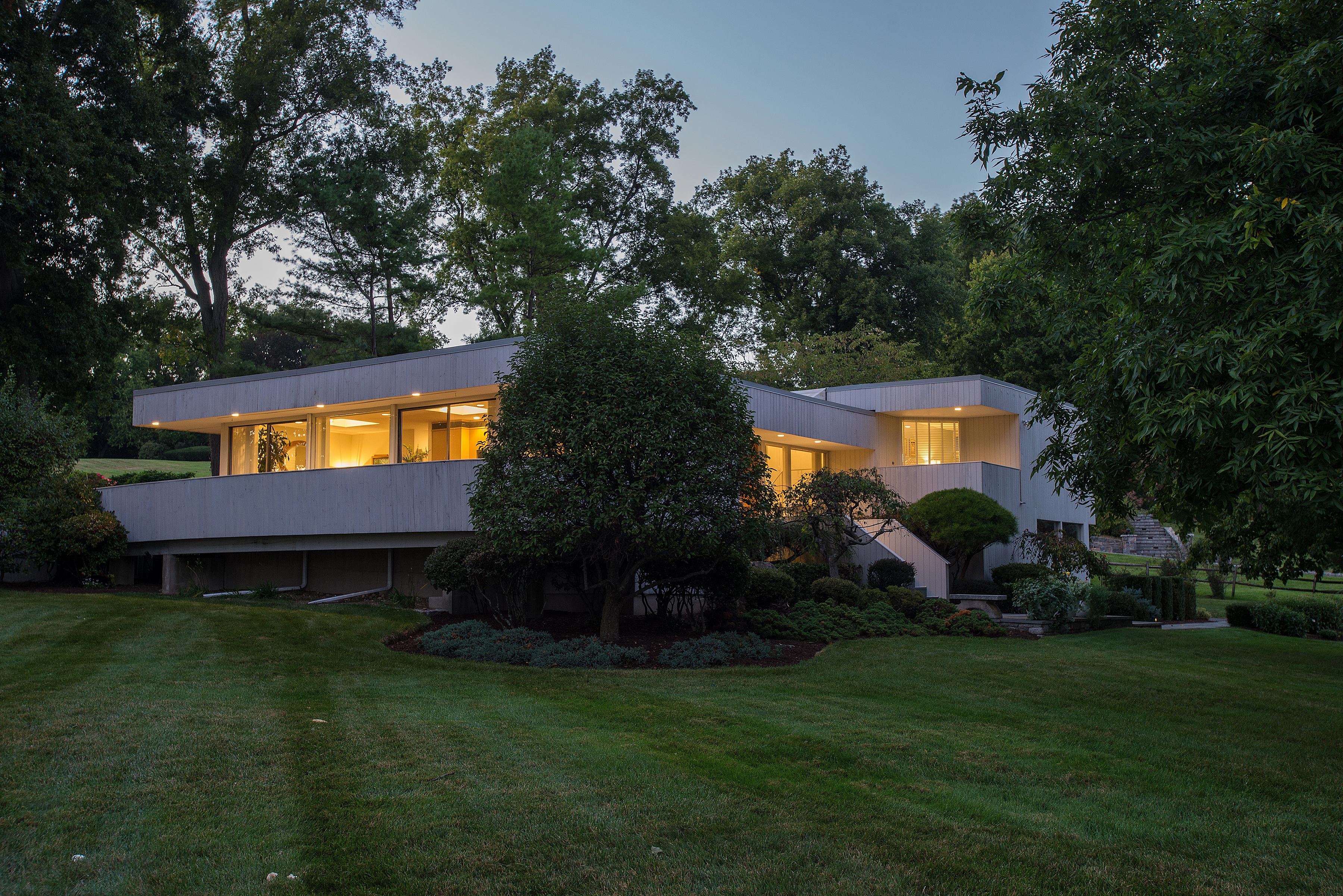 단독 가정 주택 용 매매 에 Sophisticated Modern with Water Views 1 Sasqua Road Norwalk, 코네티컷 06855 미국