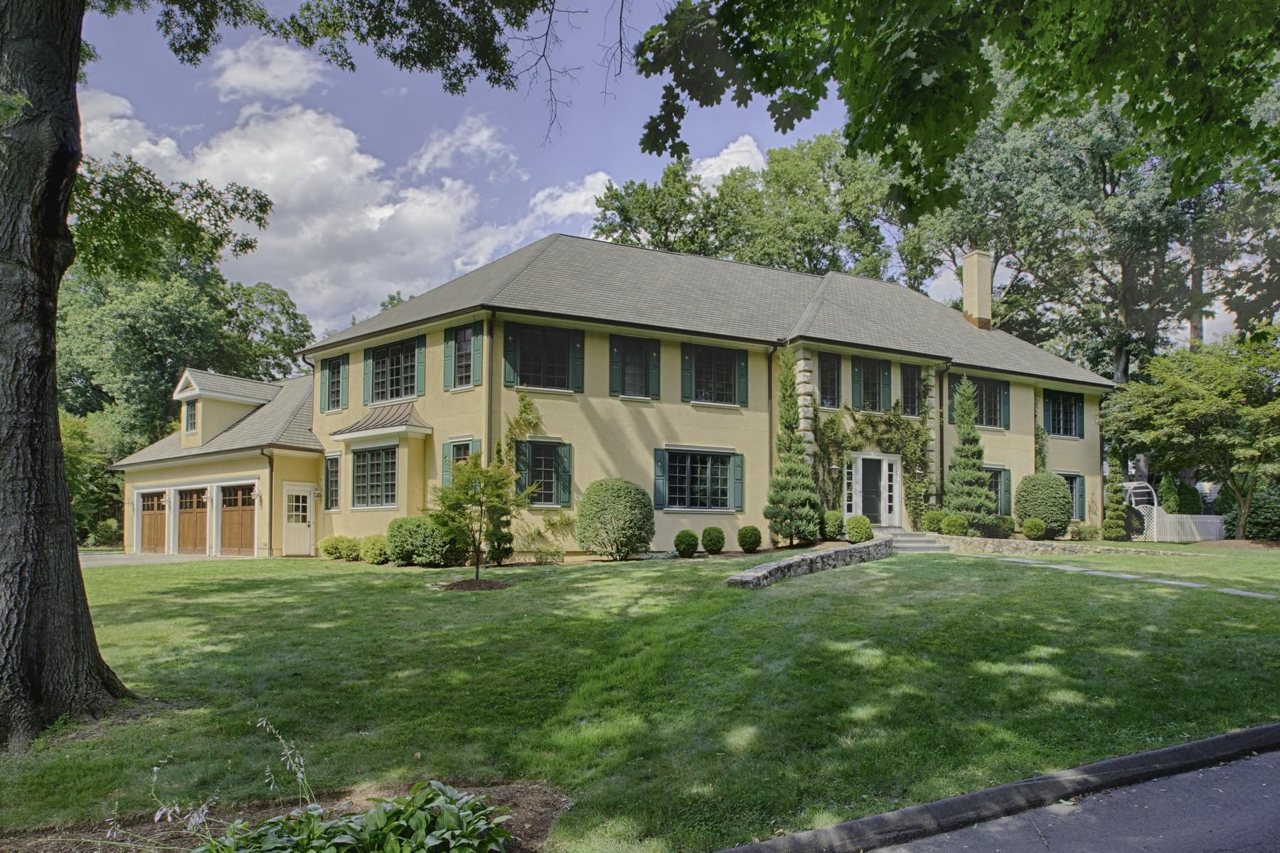 Einfamilienhaus für Verkauf beim Extraordinary Property, Serene Setting 22 Cavray Road Norwalk, Connecticut 06855 Vereinigte Staaten