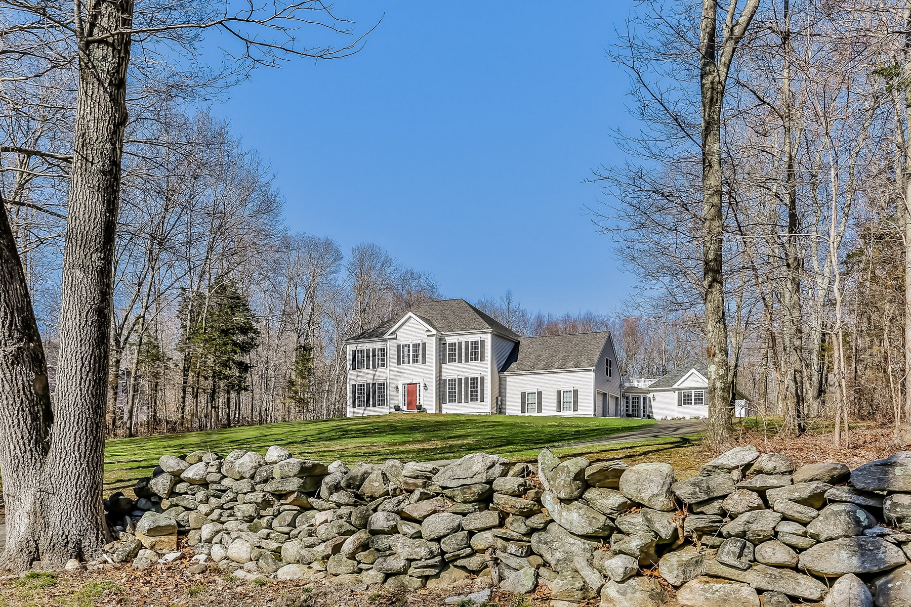 独户住宅 为 销售 在 Stunning Compound 23 Parker Hill Road 基林沃斯, 康涅狄格州, 06419 美国