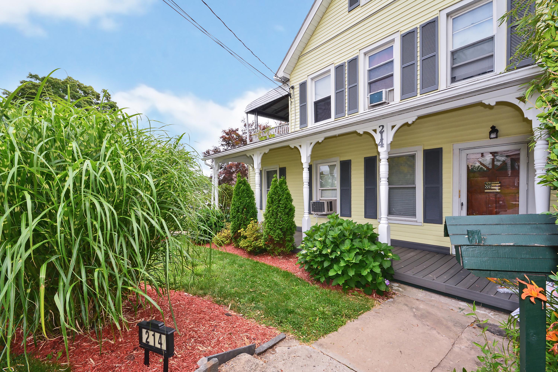 Vivienda multifamiliar por un Venta en Chalet Style 2 Family Home With Charm 214 Mortimer Street Port Chester, Nueva York 10573 Estados Unidos