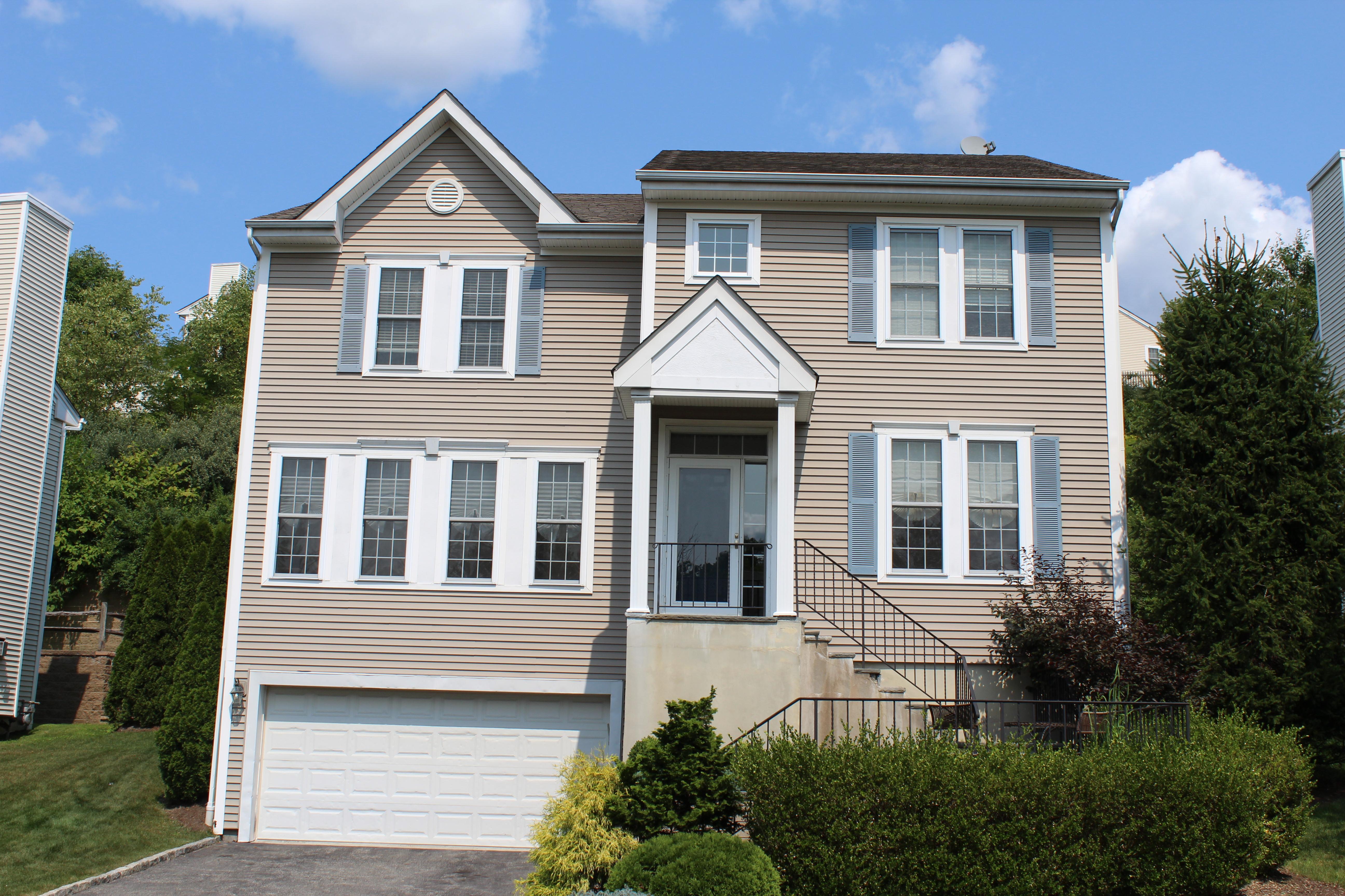 Einfamilienhaus für Verkauf beim Wonderful Summerwind Colonial 56 Bellefair Road Rye Brook, New York 10573 Vereinigte Staaten