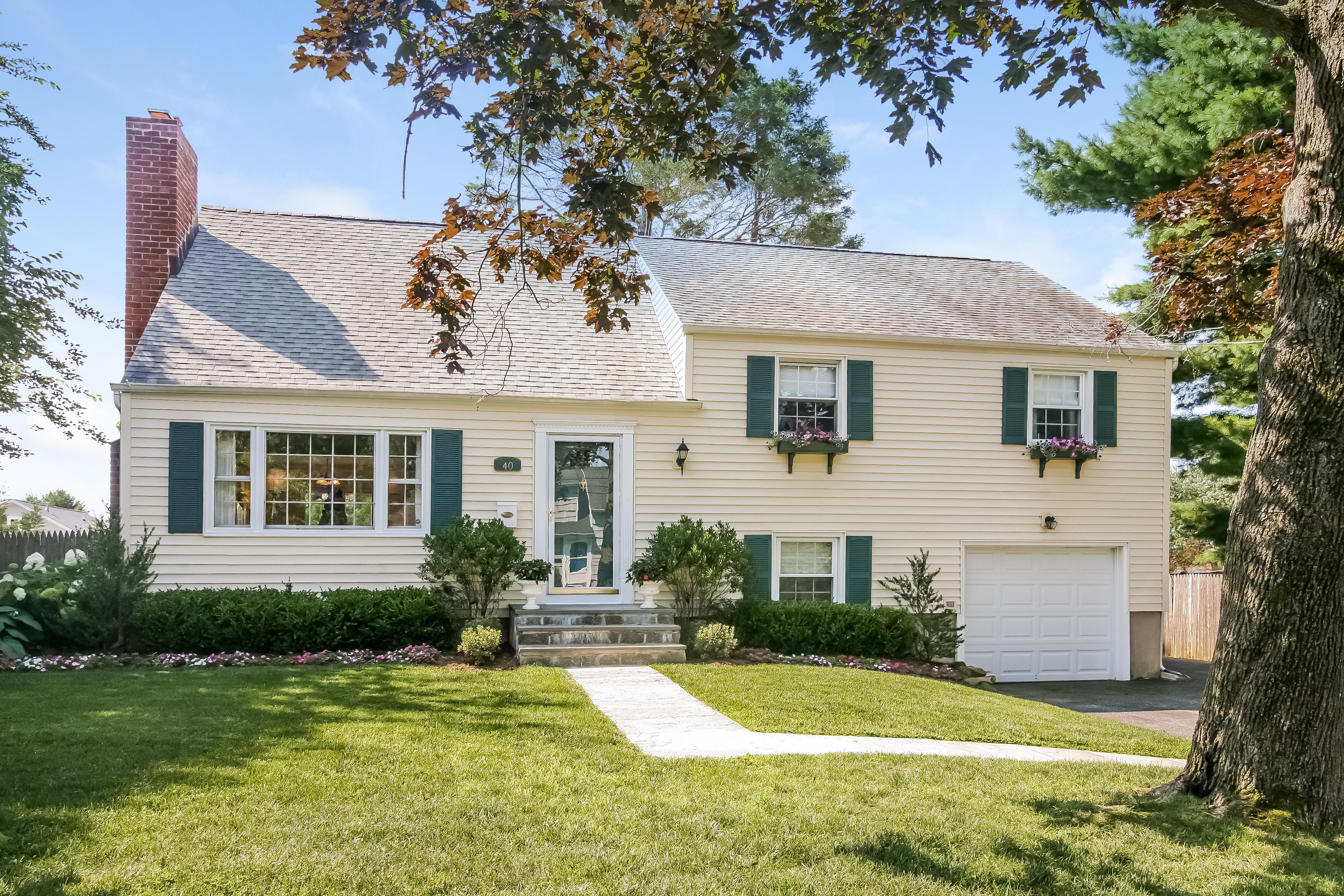 Einfamilienhaus für Verkauf beim 40 Tower Hill Drive Port Chester, New York, 10573 Vereinigte Staaten