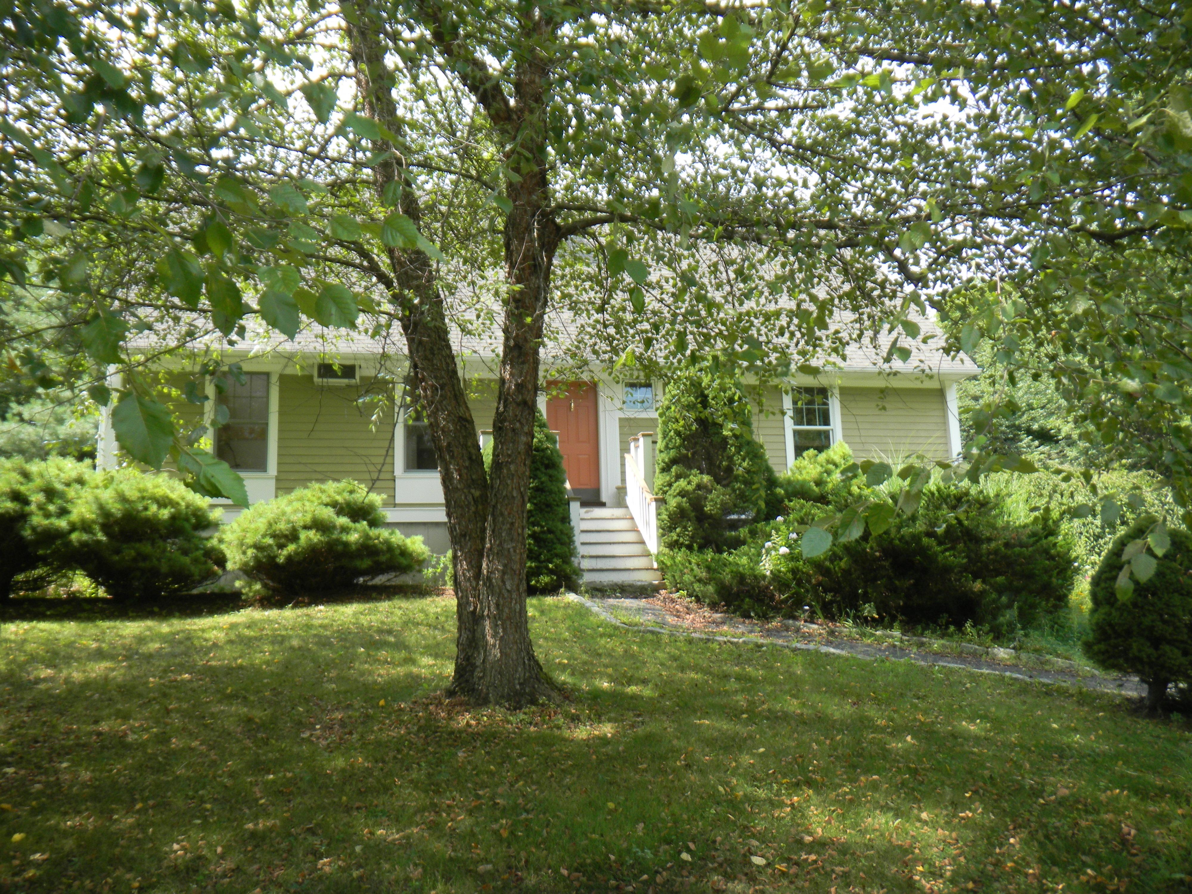Частный односемейный дом для того Продажа на Light & Bright Woodridge Lake Cape 15 Bentley Cir Goshen, Коннектикут 06756 Соединенные Штаты