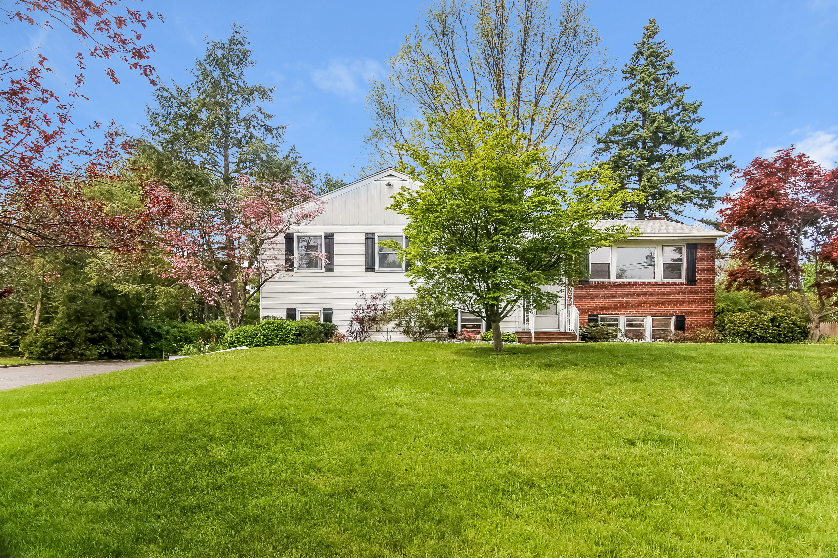 Single Family Home for Sale at 4 Whippoorwill Road Rye Brook, New York, 10573 United States