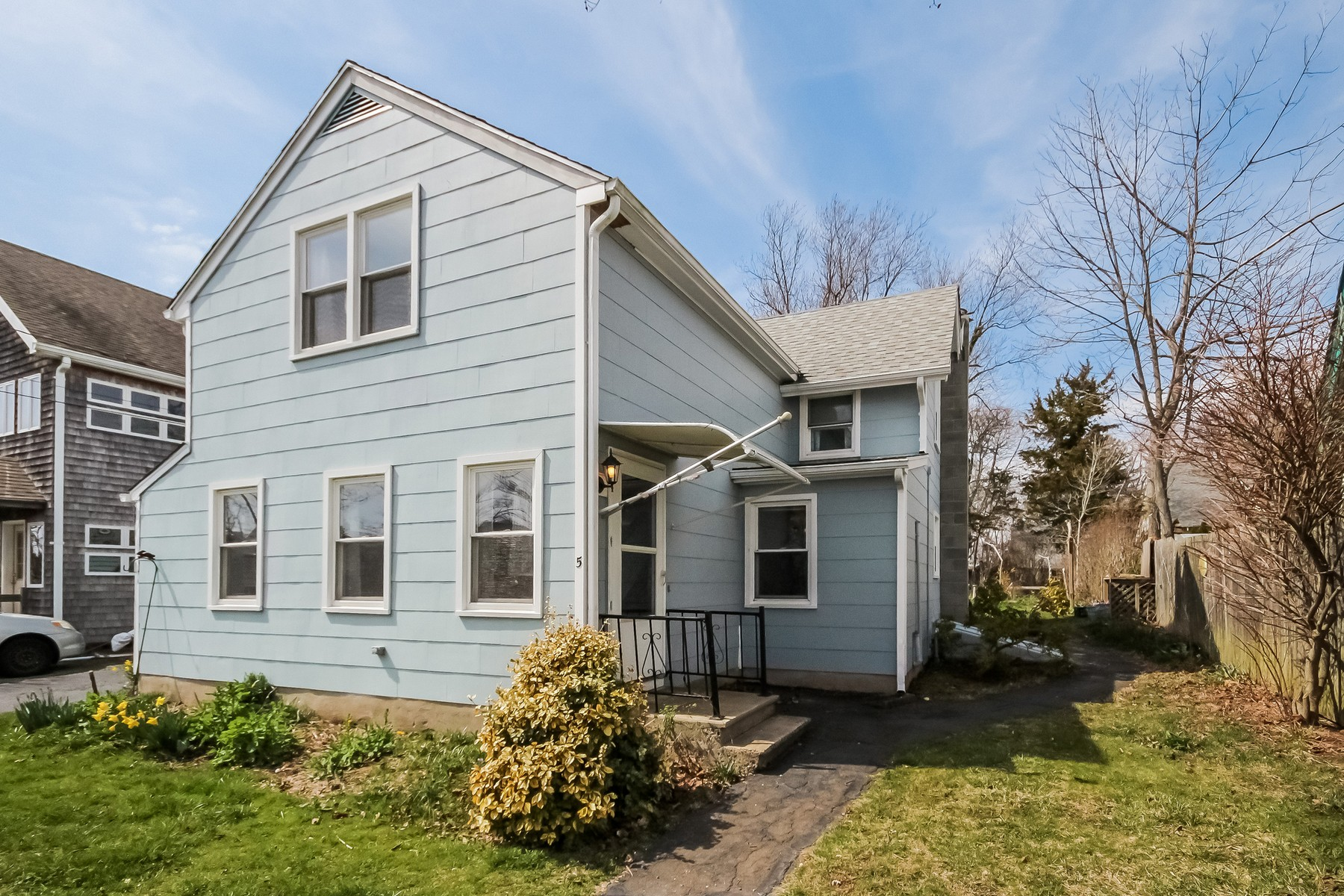 Single Family Home for Sale at Hilltop Cottage in Pawson Park 5 Maltby St Branford, Connecticut, 06405 United States