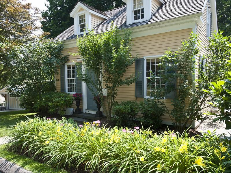 独户住宅 为 销售 在 Antique Village Gem 7 Prospect Street Essex, 康涅狄格州 06426 美国