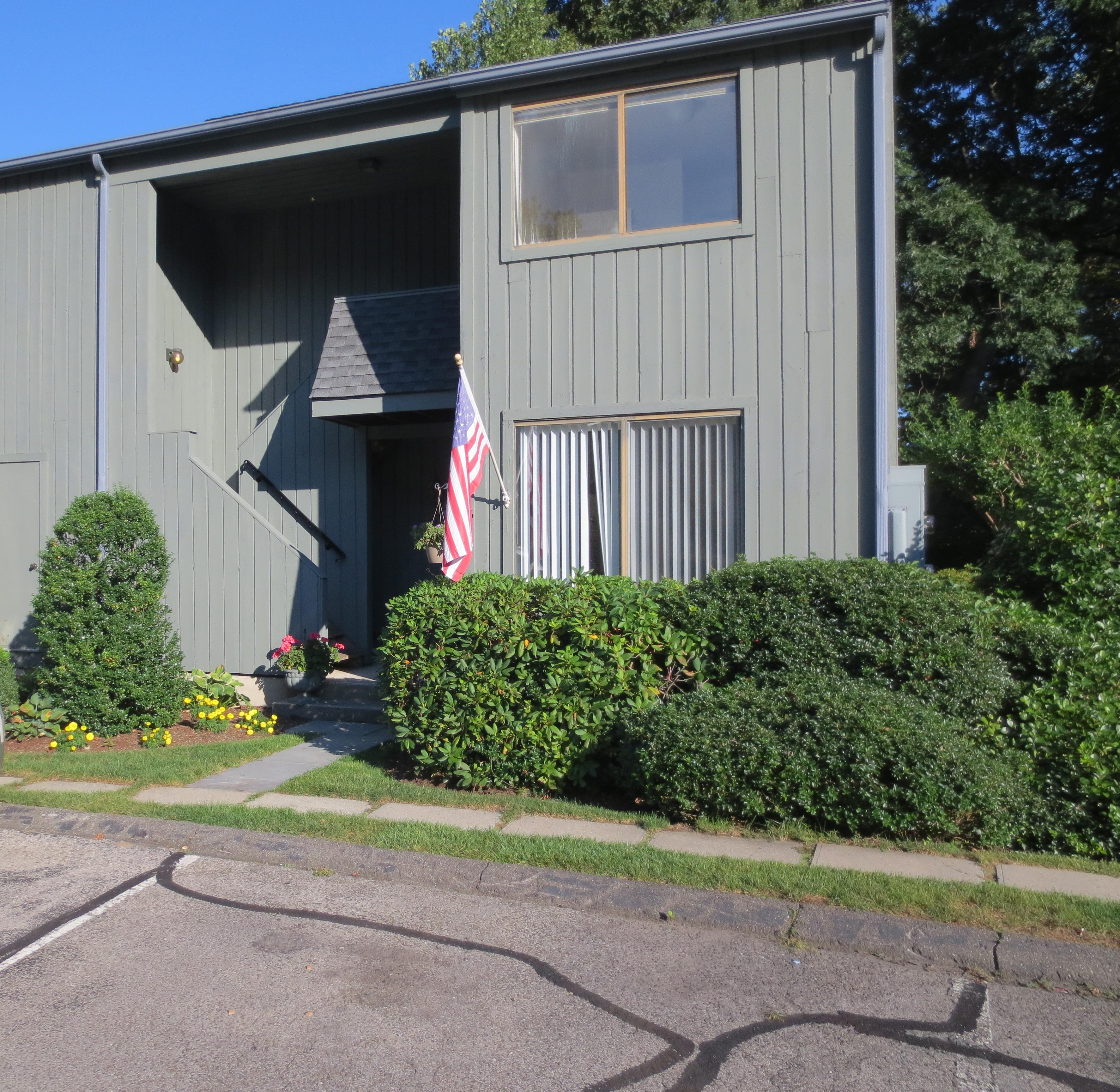 Appartement en copropriété pour l Vente à Bright and Sunny Unit 123 Old Belden Hill Road 37 Silvermine, Norwalk, Connecticut, 06850 États-Unis