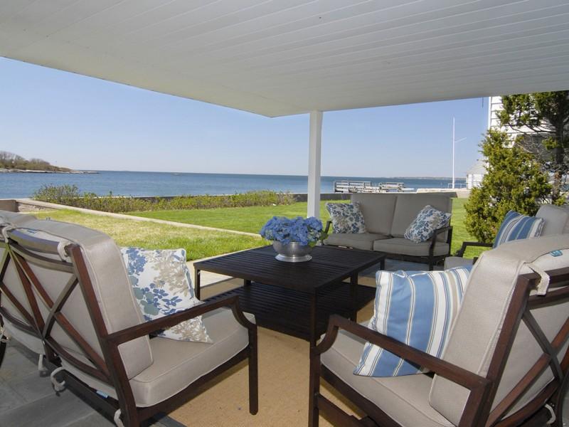 Vivienda unifamiliar por un Venta en Direct Waterfront 8 Middle Beach Rd Madison, Connecticut 06443 Estados Unidos