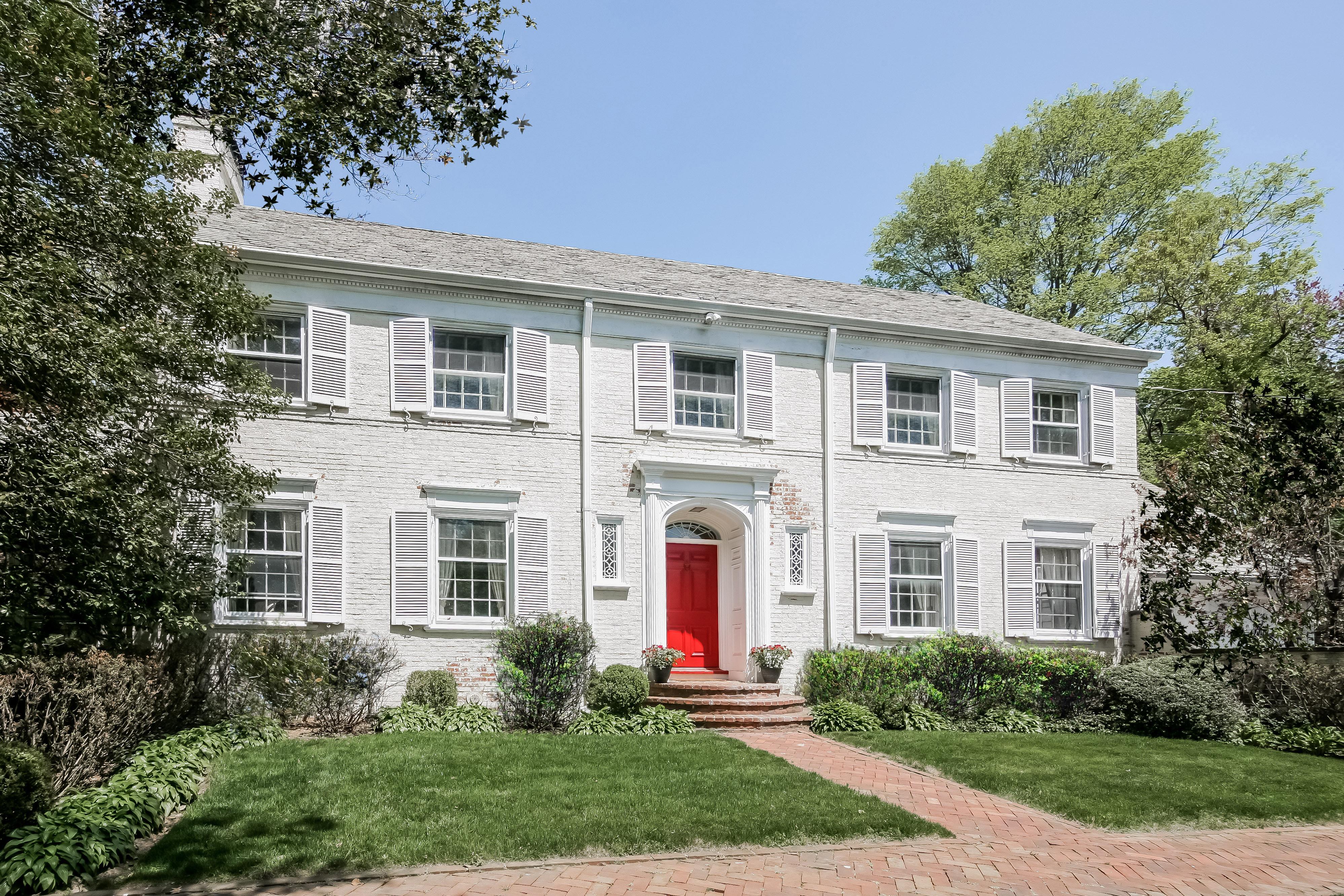 Nhà ở một gia đình vì Bán tại This is a rare find 11 Valley Ridge Road Harrison, New York 10528 Hoa Kỳ