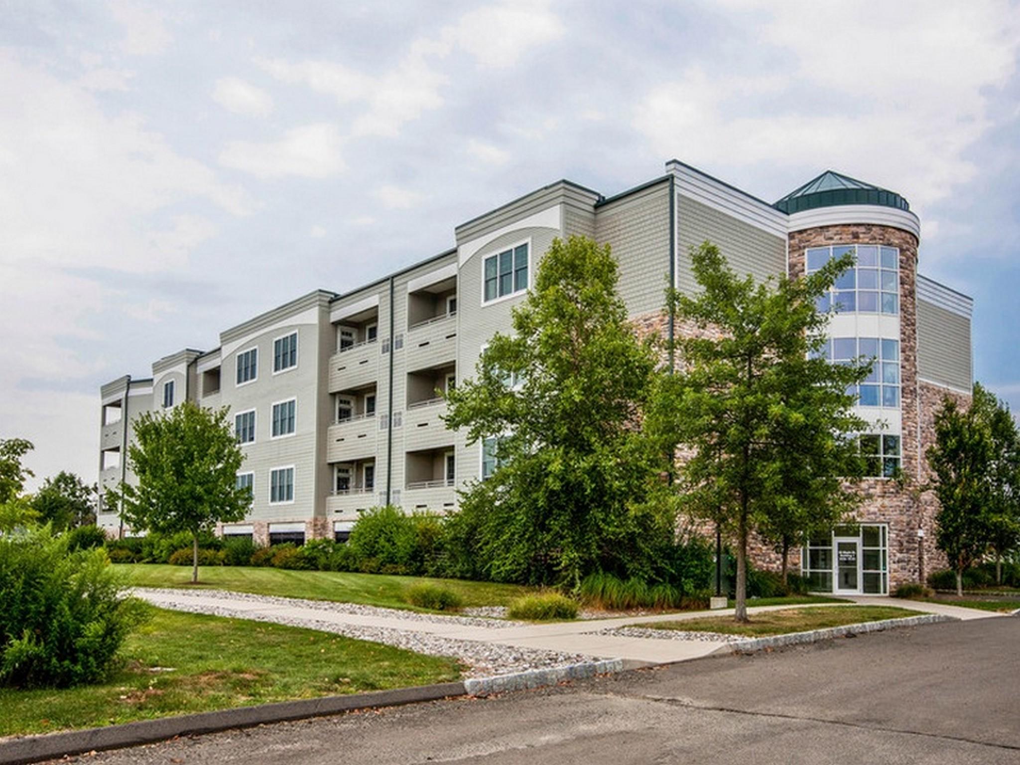 Appartement en copropriété pour l Vente à 60 Maple St 60 Maple St 43 Branford, Connecticut, 06405 États-Unis