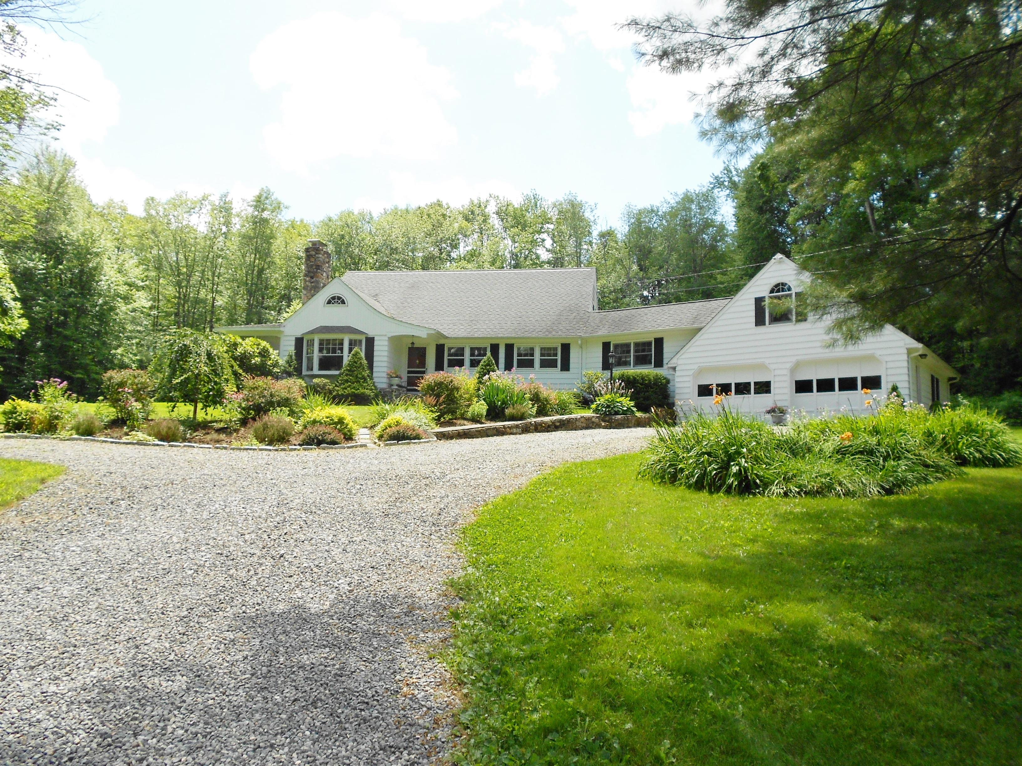 Casa Unifamiliar por un Venta en Country Cape 20 Reder Rd Litchfield, Connecticut 06778 Estados Unidos