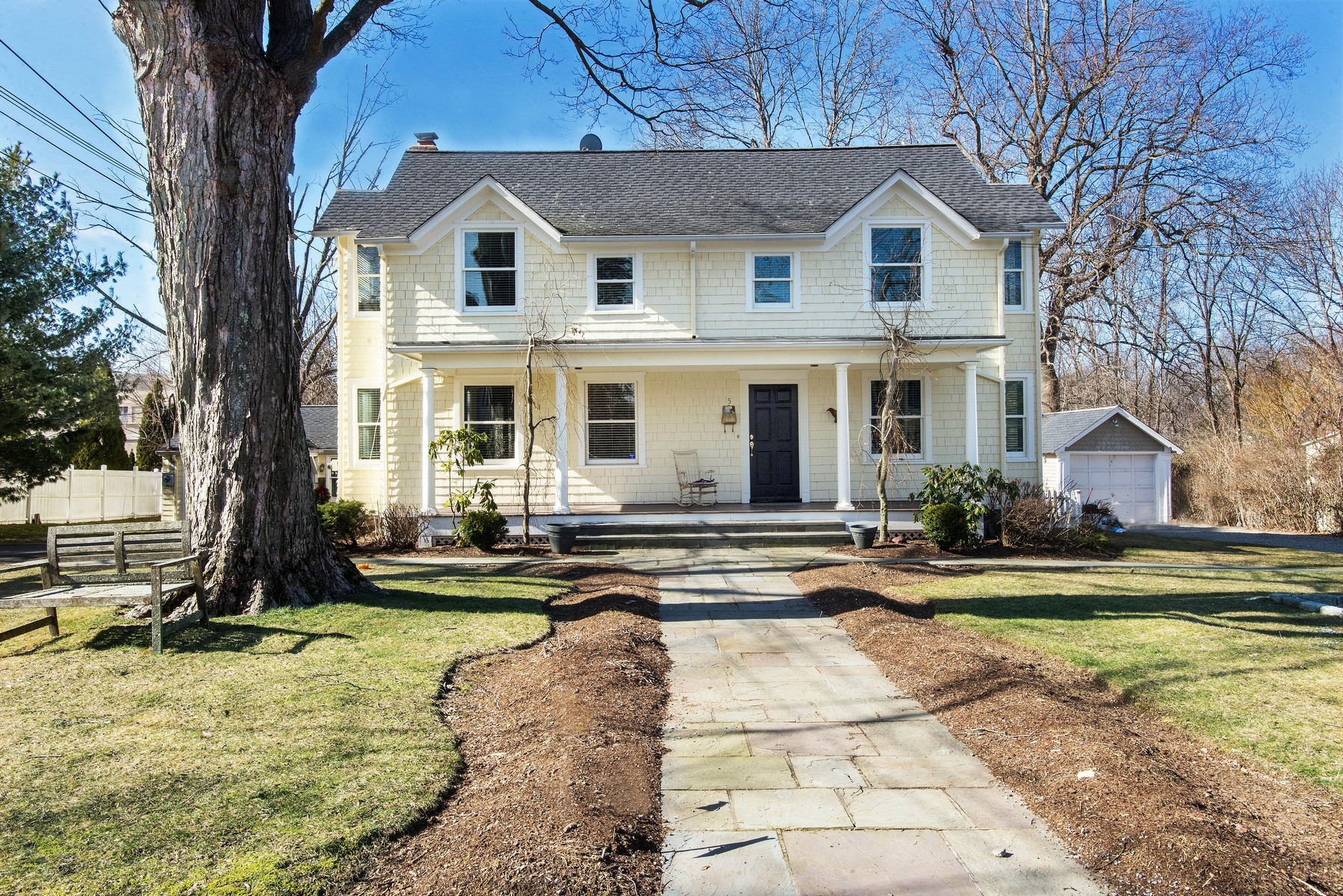 Vivienda unifamiliar por un Venta en In-town Sophistication 5 Mountain View Avenue Ridgefield, Connecticut, 06877 Estados Unidos