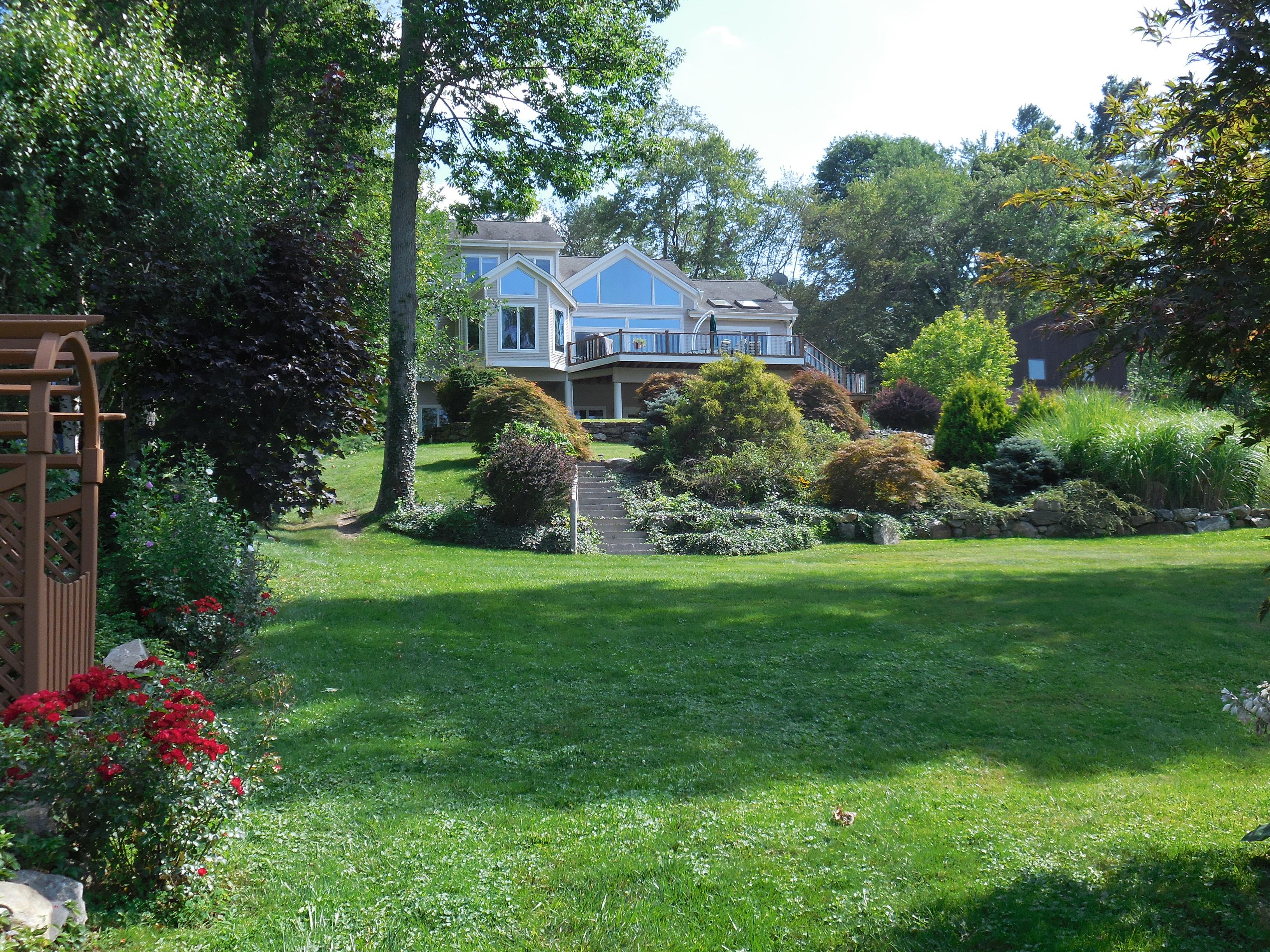 独户住宅 为 销售 在 Waterfront Home With Captivating Sunsets 26 Pocono Point Road 丹伯里, 康涅狄格州, 06811 美国