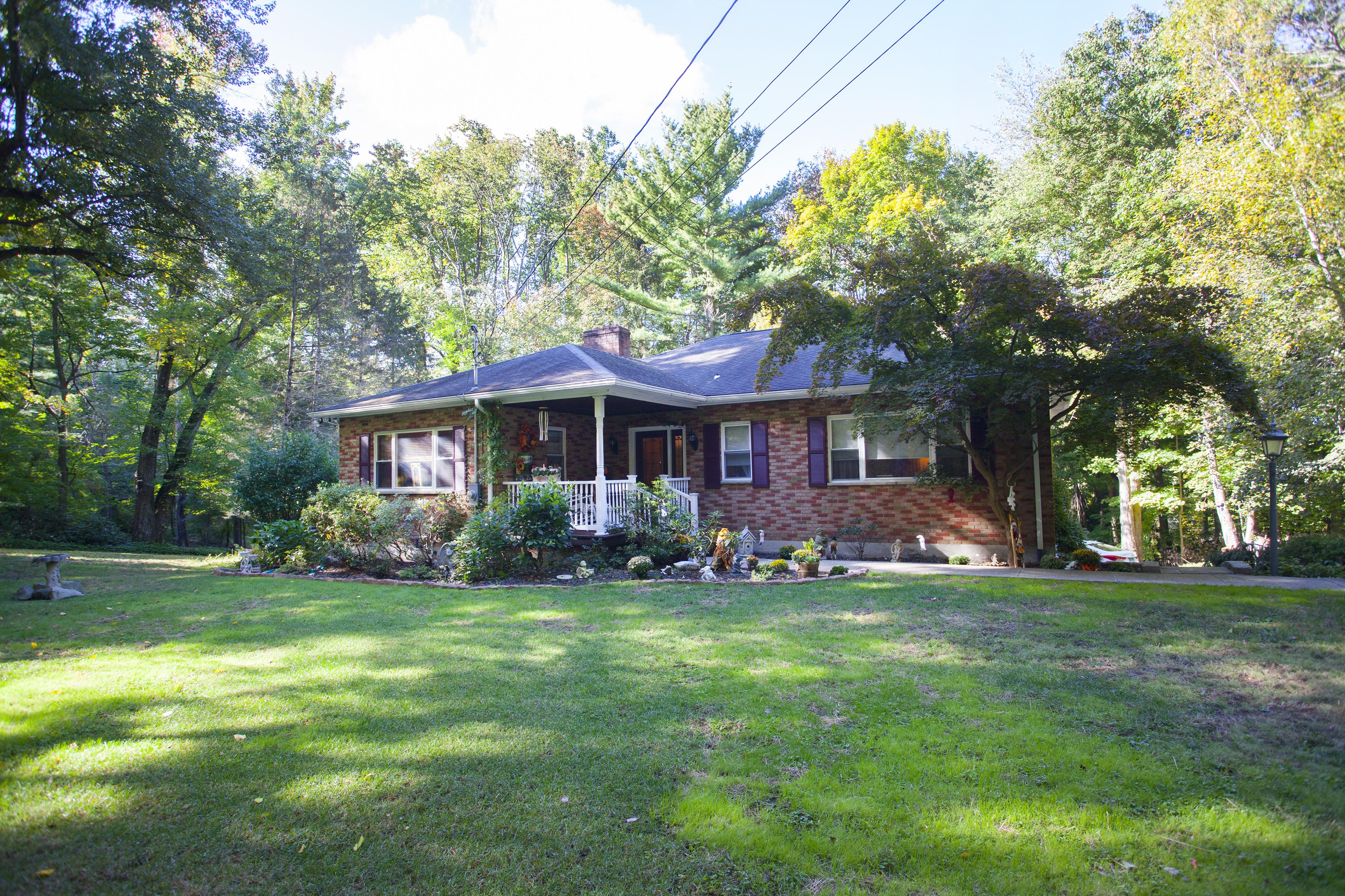 Casa Unifamiliar por un Alquiler en Lower Level Apartment 21 Hudson Drive New Fairfield, Connecticut 06812 Estados Unidos