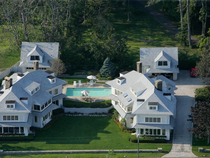 Autre résidentiel pour l Vente à NEVER BEFORE AVAILABLE ICONIC WATERFRONT ESTATE 61 Middle Beach Rd Madison, Connecticut 06443 États-Unis