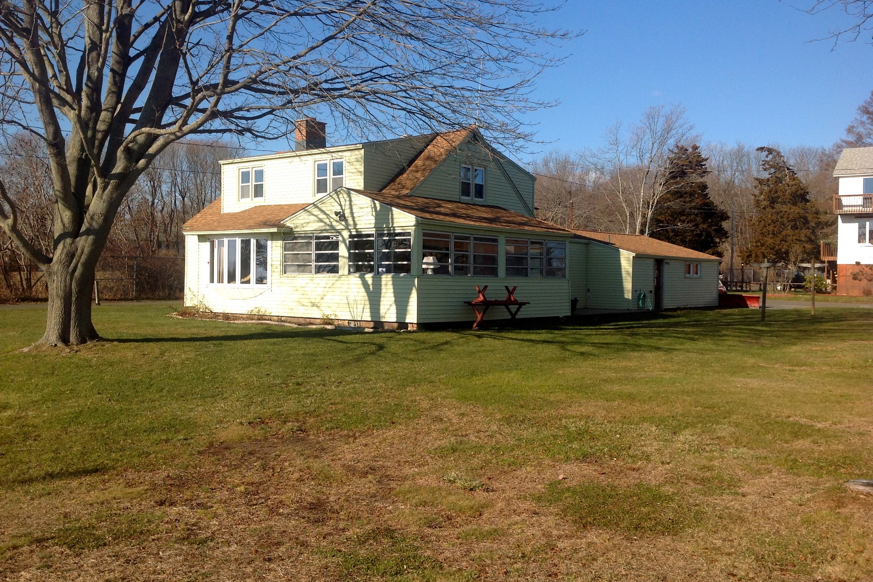 Vivienda unifamiliar por un Venta en 132 Twin Coves Rd Madison, Connecticut 06443 Estados Unidos
