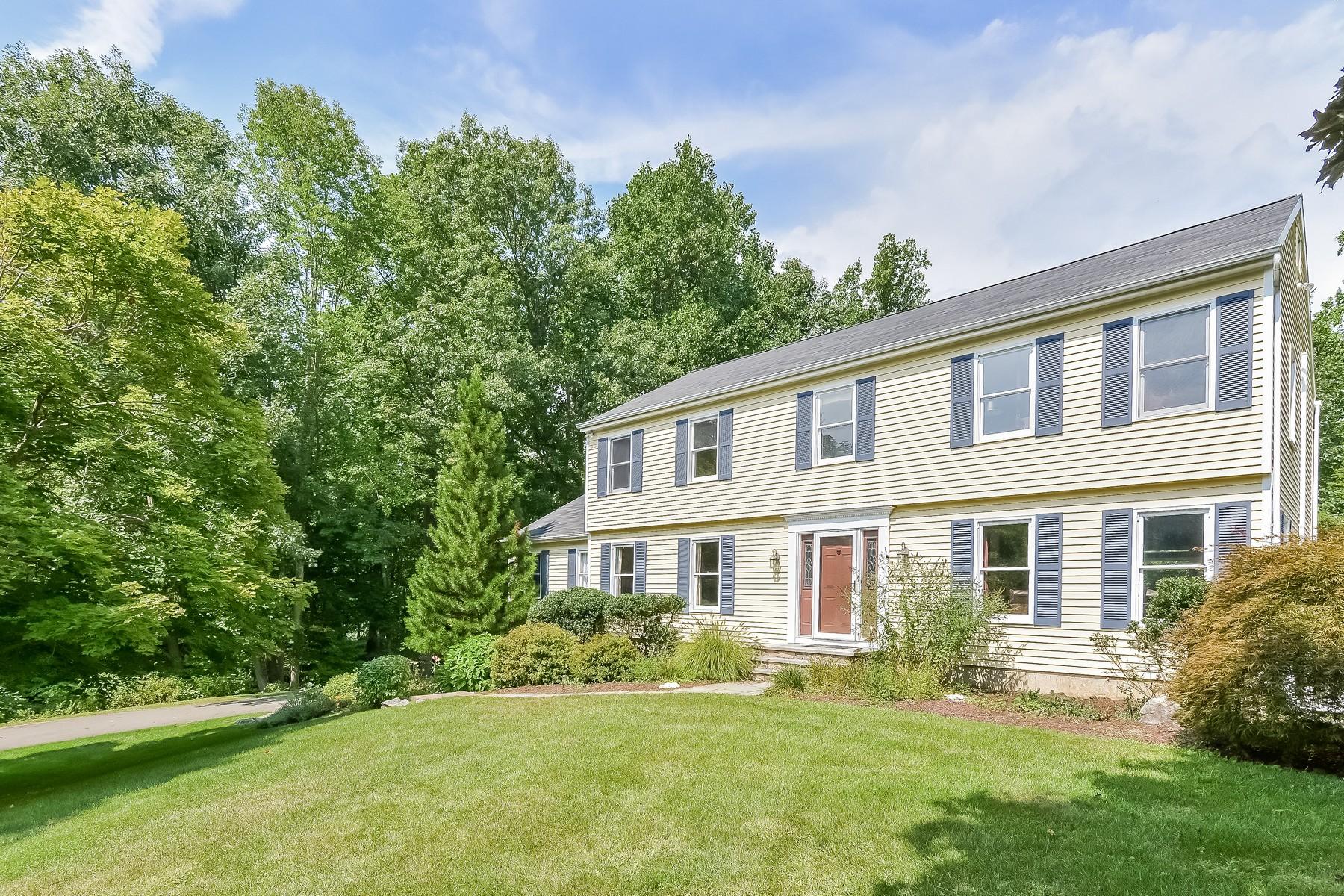Nhà ở một gia đình vì Bán tại Lovely Updated Colonial 21 Whitlock Lane Ridgefield, Connecticut 06877 Hoa Kỳ