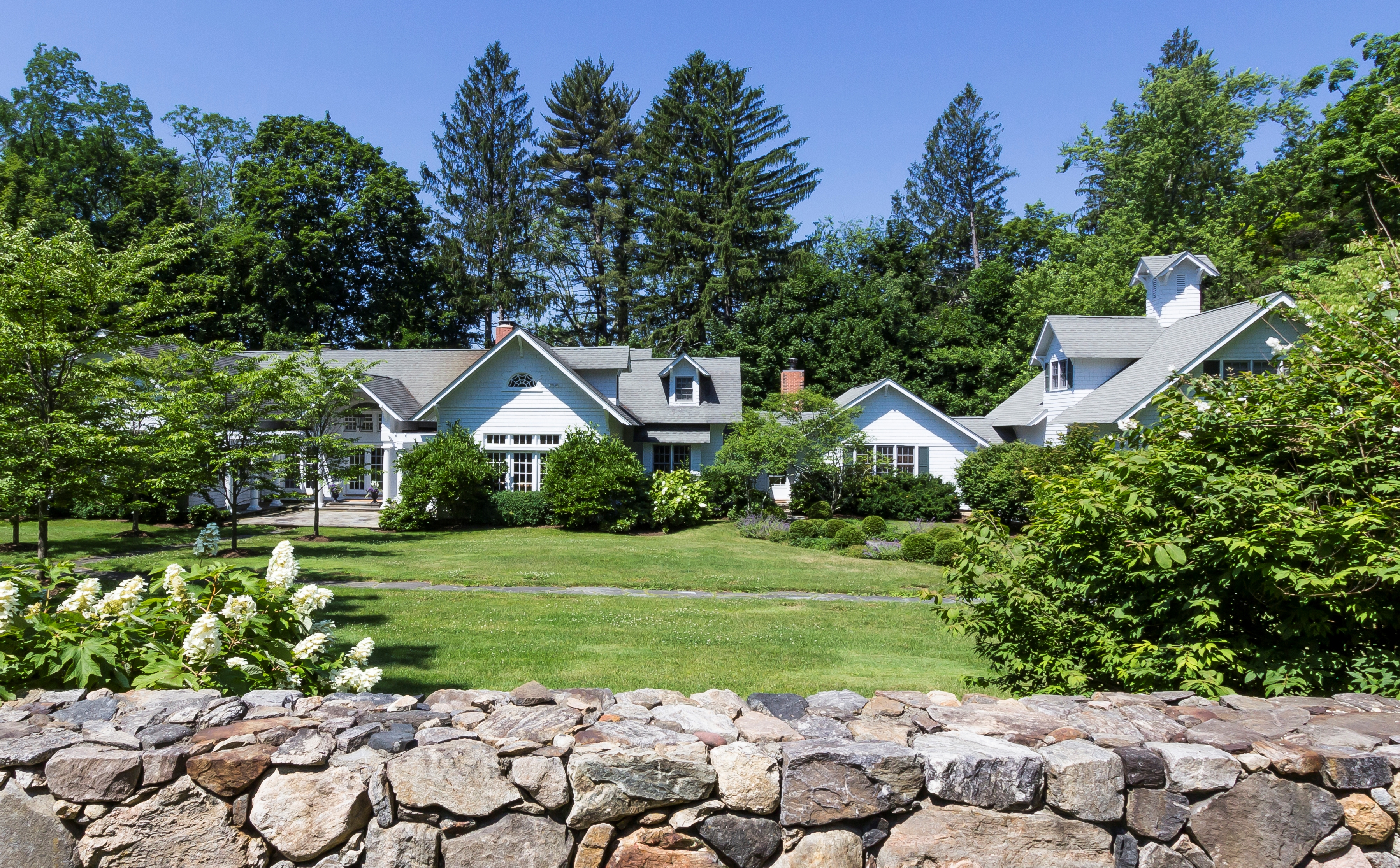 Nhà ở một gia đình vì Bán tại Sophisticated 1920 Estate 41 Peaceable Street Ridgefield, Connecticut, 06877 Hoa Kỳ