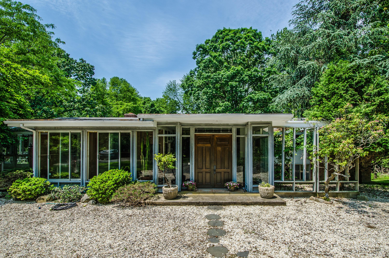 Casa Unifamiliar por un Venta en Tranquil & Spacious Contemporary 21 Hilltop Road Norwalk, Connecticut 06854 Estados Unidos