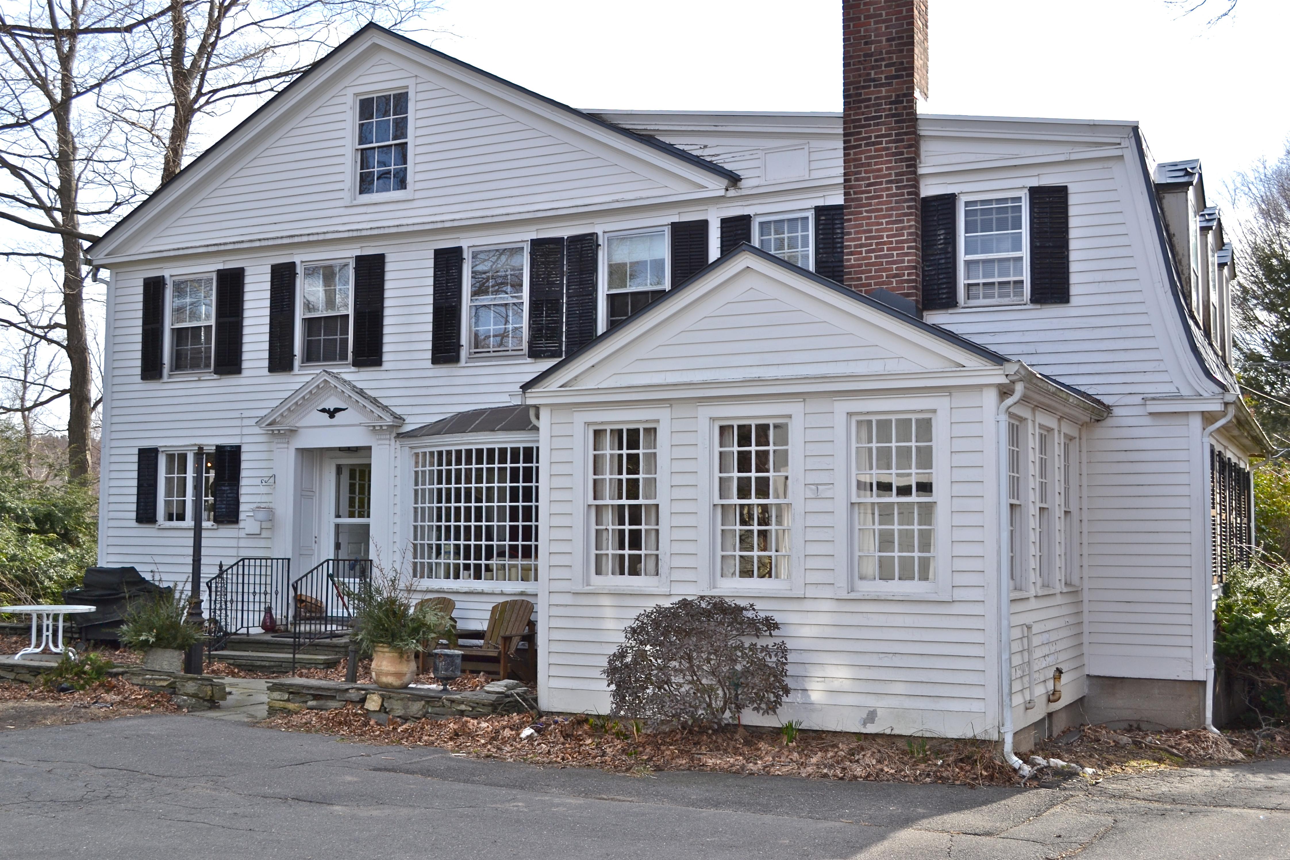 Casa Unifamiliar por un Venta en Stately Georgian Colonial 250 Litchfield Rd Watertown, Connecticut, 06795 Estados Unidos