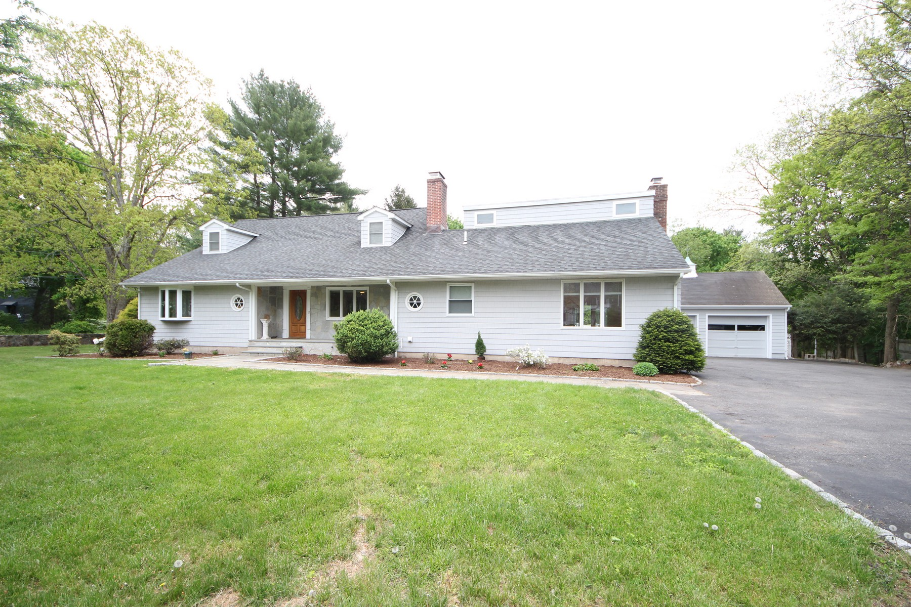 独户住宅 为 销售 在 Suburban Living At Its Best 267 Fillow Street 诺瓦克, 康涅狄格州, 06850 美国