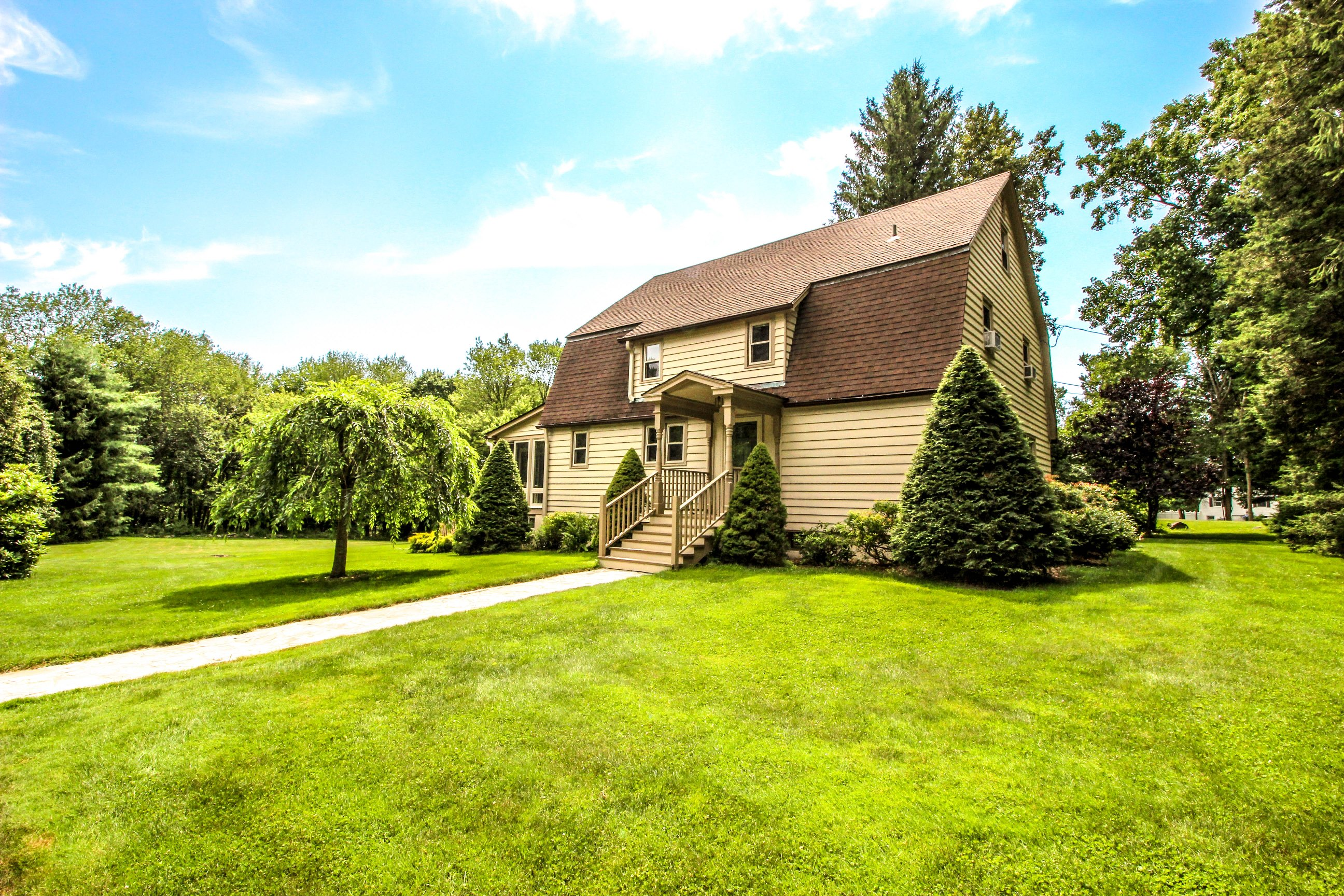 Single Family Home for Sale at Gorgeous Park-Like Level Yard 231 Middle River Road Danbury, Connecticut 06811 United States