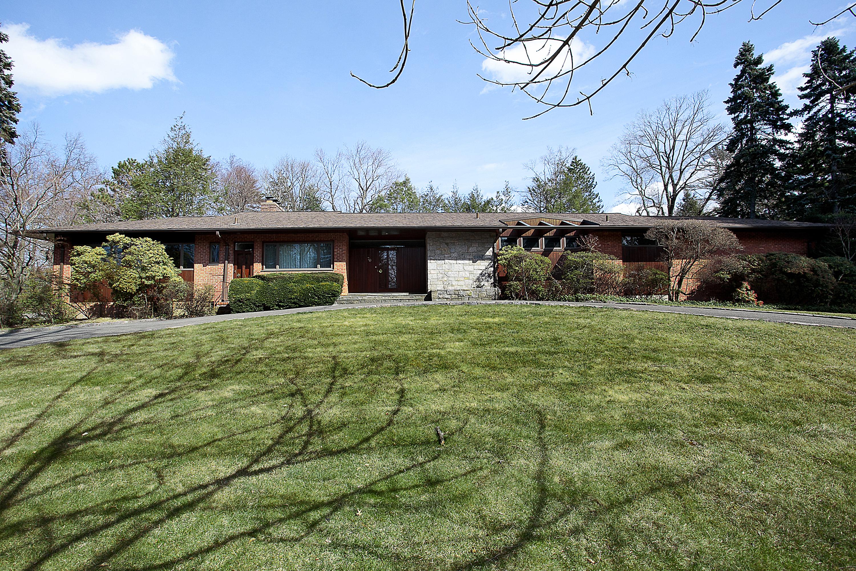 Maison unifamiliale pour l Vente à Fabulous Contemporary Ranch Home 70 Morris Lane Scarsdale, New York 10583 États-Unis