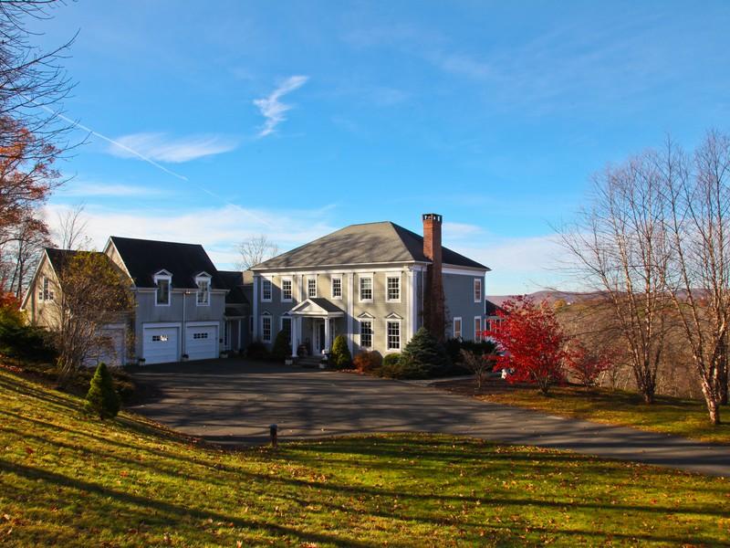 Maison unifamiliale pour l Vente à Waramaug Manor 293 Lake Road Warren, Connecticut 06777 États-Unis