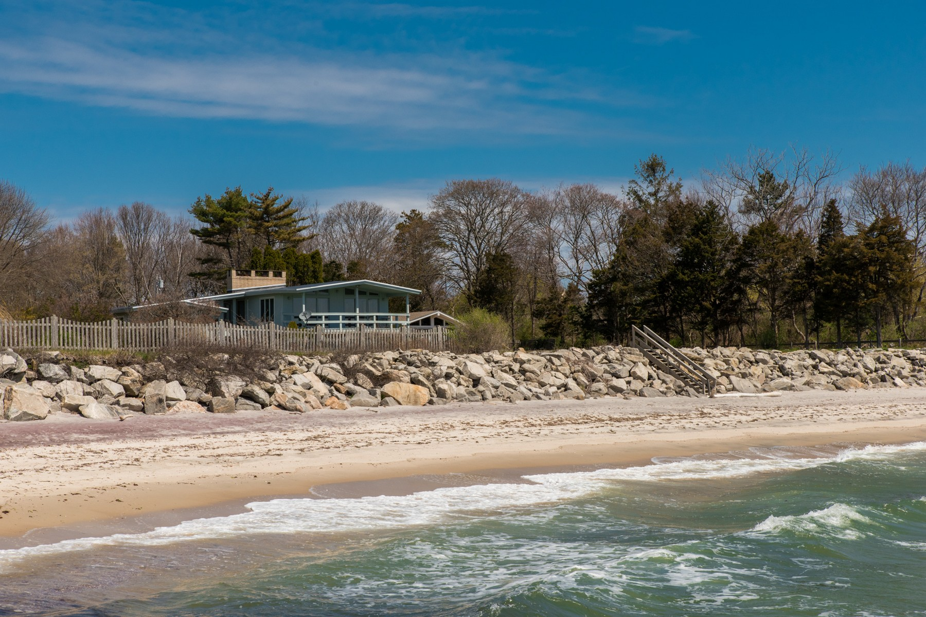 Casa Unifamiliar por un Venta en Private Beach with Unobstructed Views 14 B Shore Rd Waterford, Connecticut, 06385 Estados Unidos