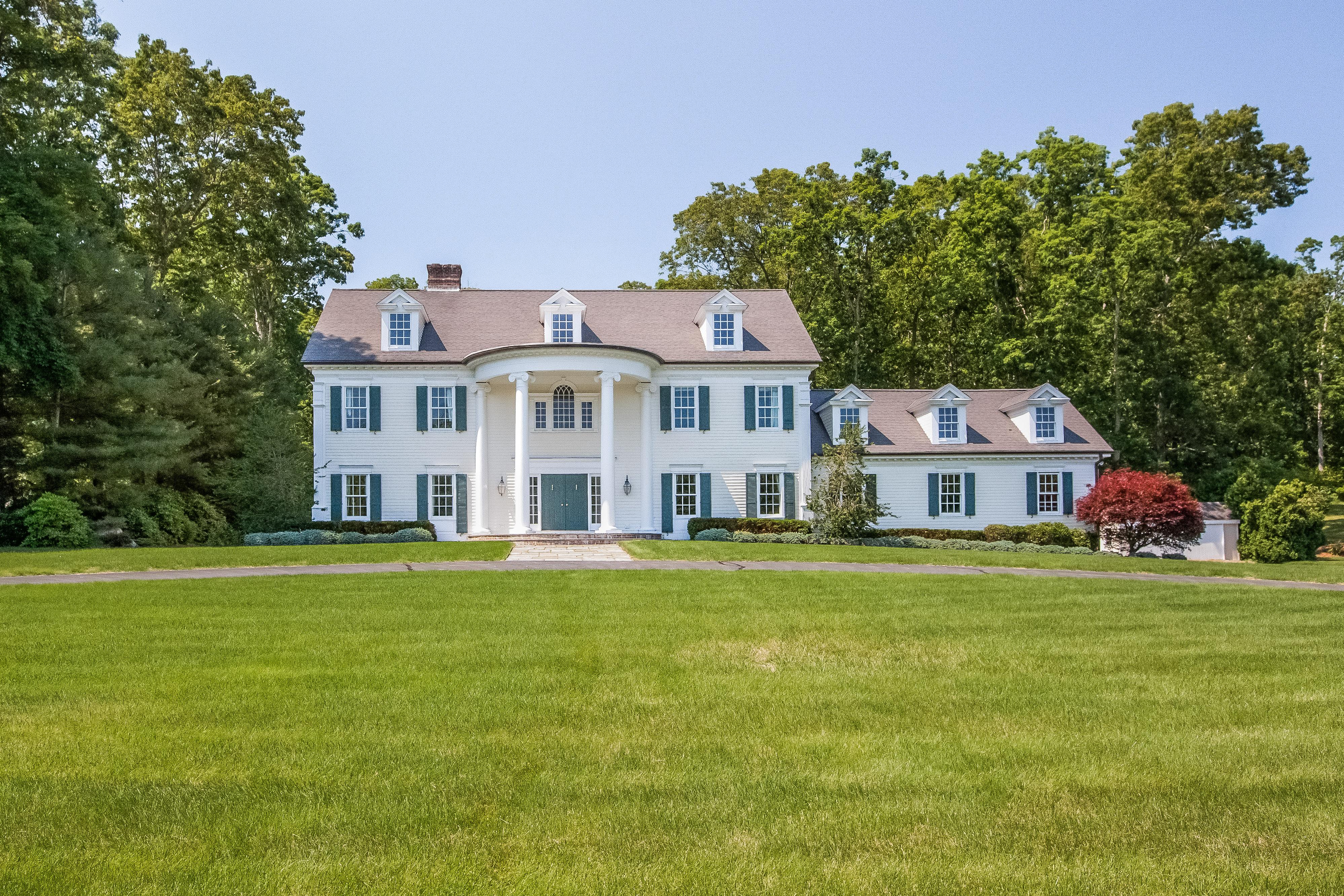 独户住宅 为 销售 在 381 Boston Post Rd 麦迪逊, 康涅狄格州, 06443 美国