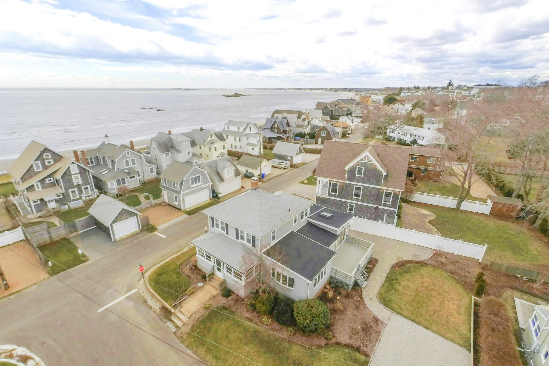 Maison unifamiliale pour l Vente à Enjoy a private beach community lifestyle 125 2nd Avenue Westbrook, Connecticut, 06498 États-Unis