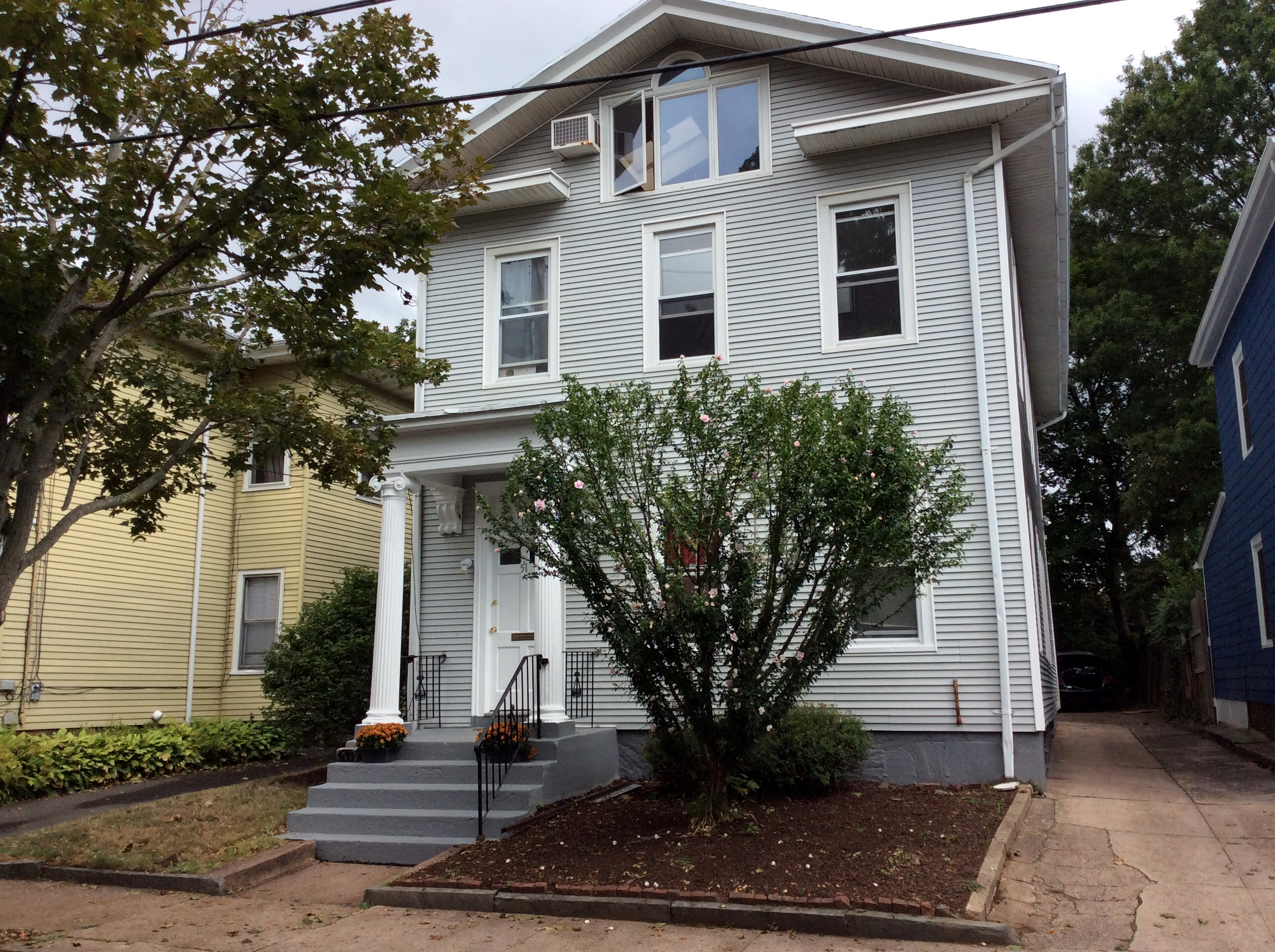 Casa Multifamiliar por un Venta en 51 Clark Street New Haven, Connecticut, 06511 Estados Unidos